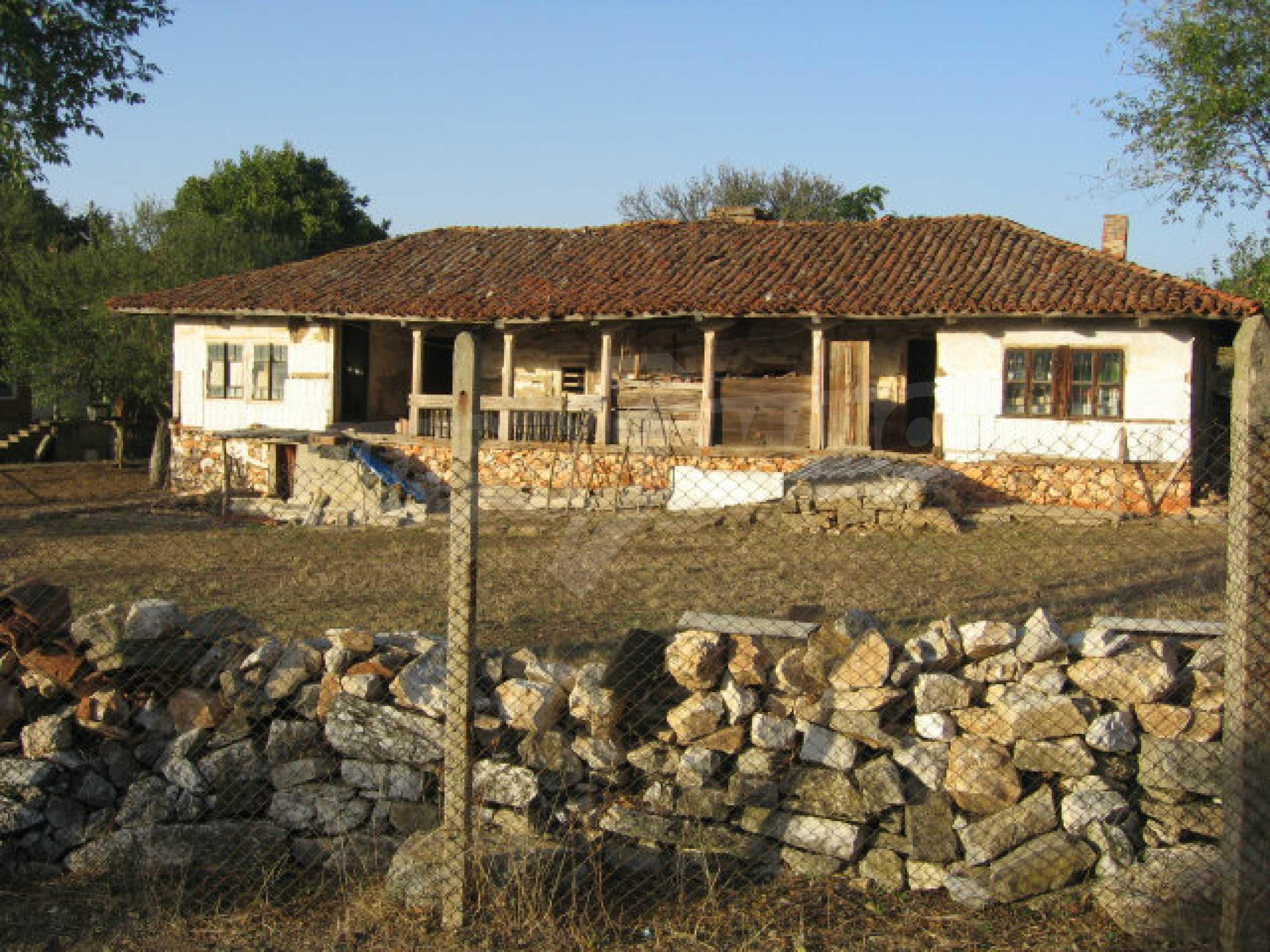 Authentisches 150 Jahre altes Haus in der Nähe von Elhovo und Tundzha River