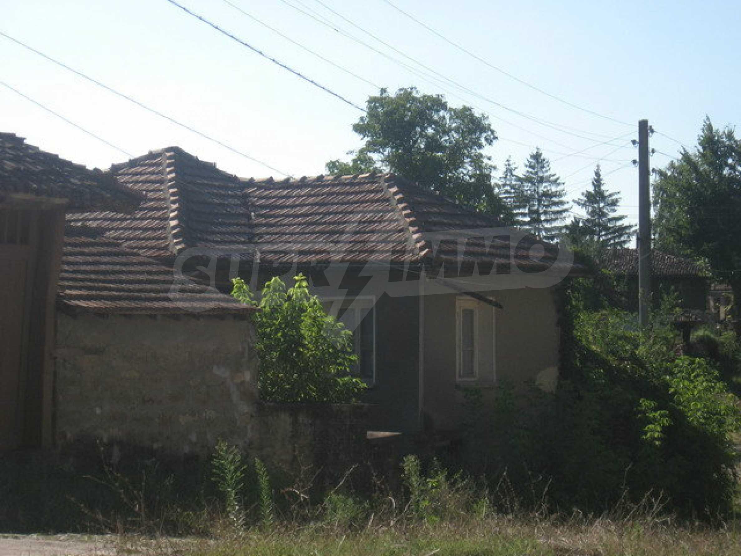 Тухлена къща в село близо до Велико Търново