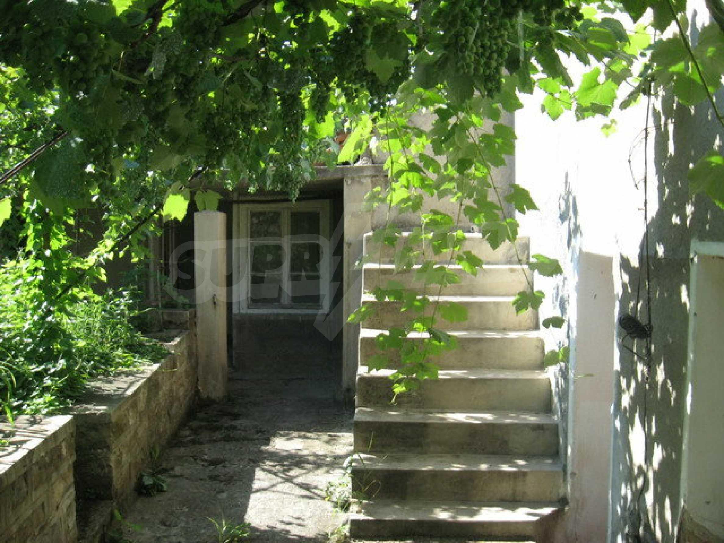 Кирпичный дом в деревне недалеко от Велико Тырново 11