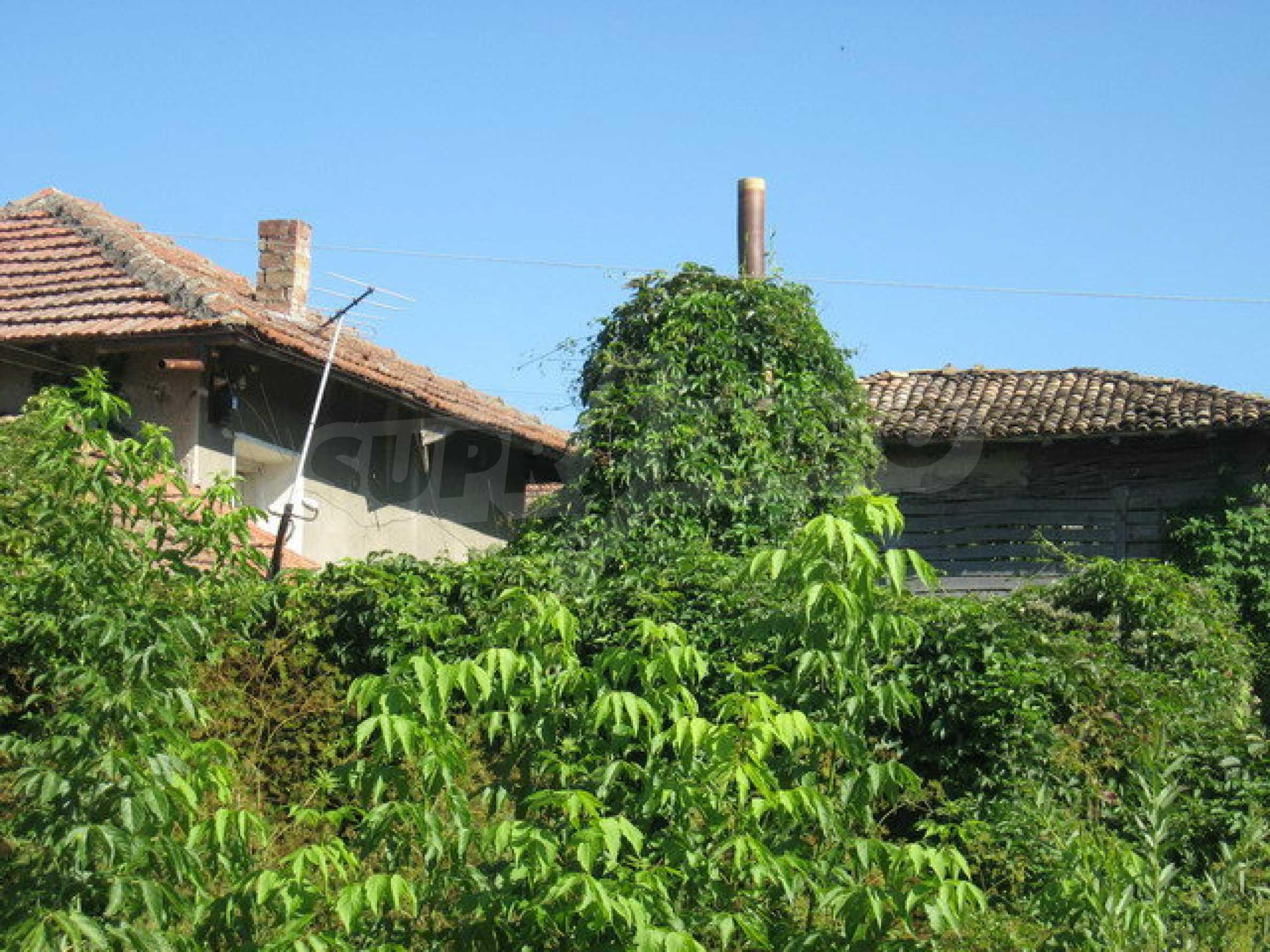 Кирпичный дом в деревне недалеко от Велико Тырново 15