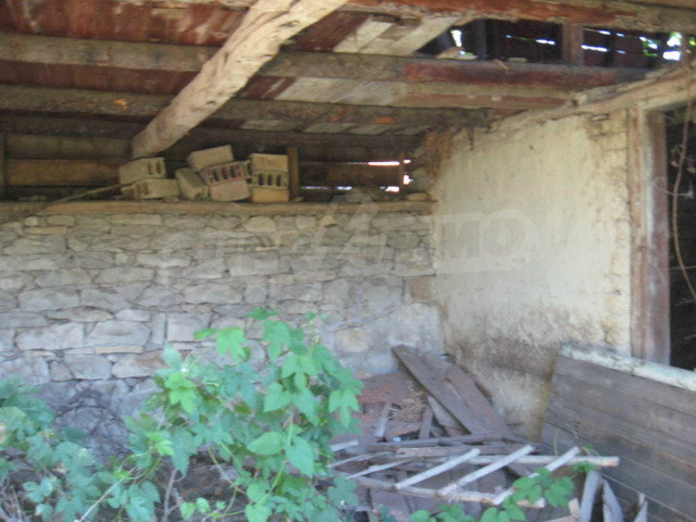 Кирпичный дом в деревне недалеко от Велико Тырново 26