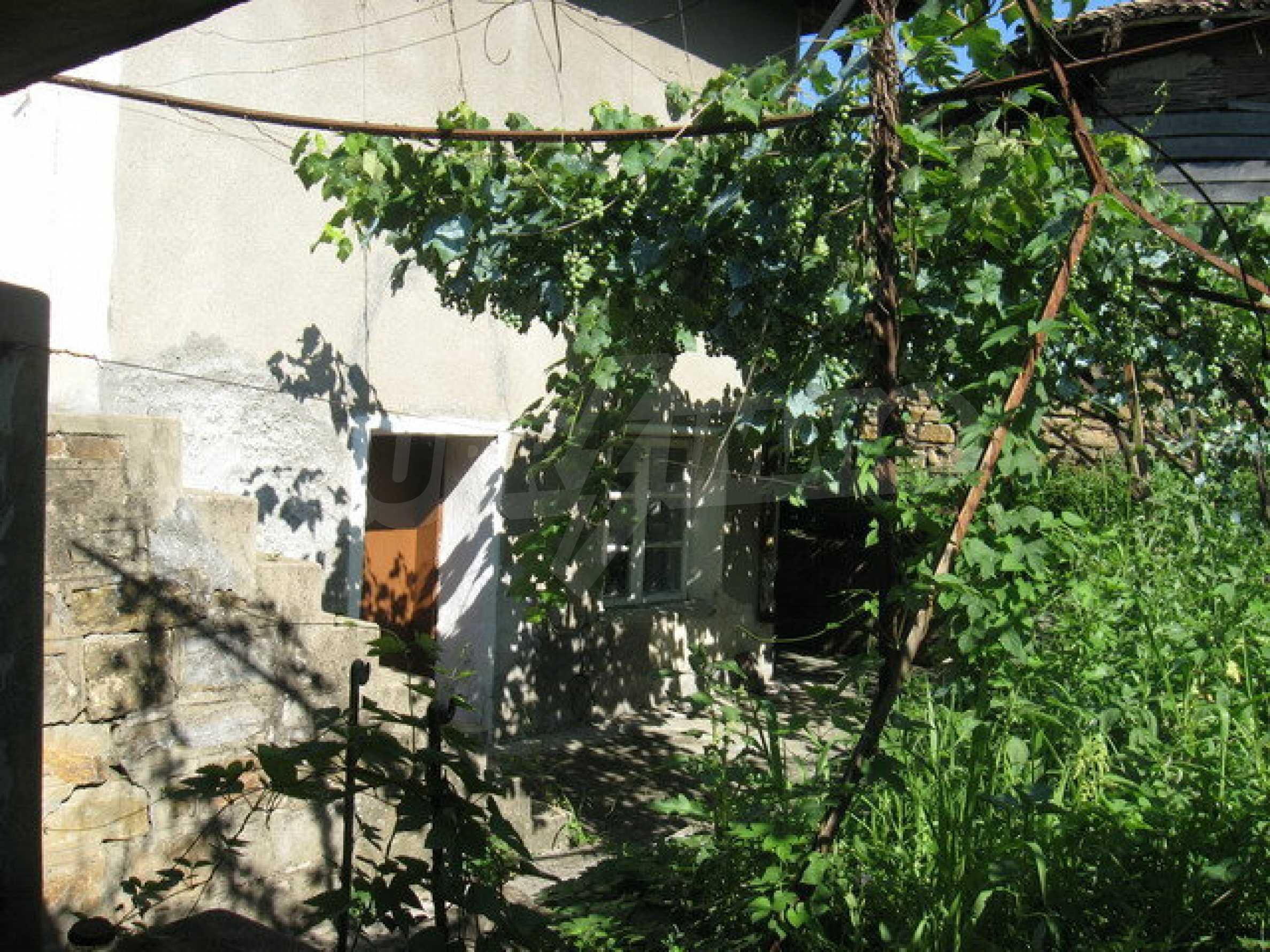 Кирпичный дом в деревне недалеко от Велико Тырново 2