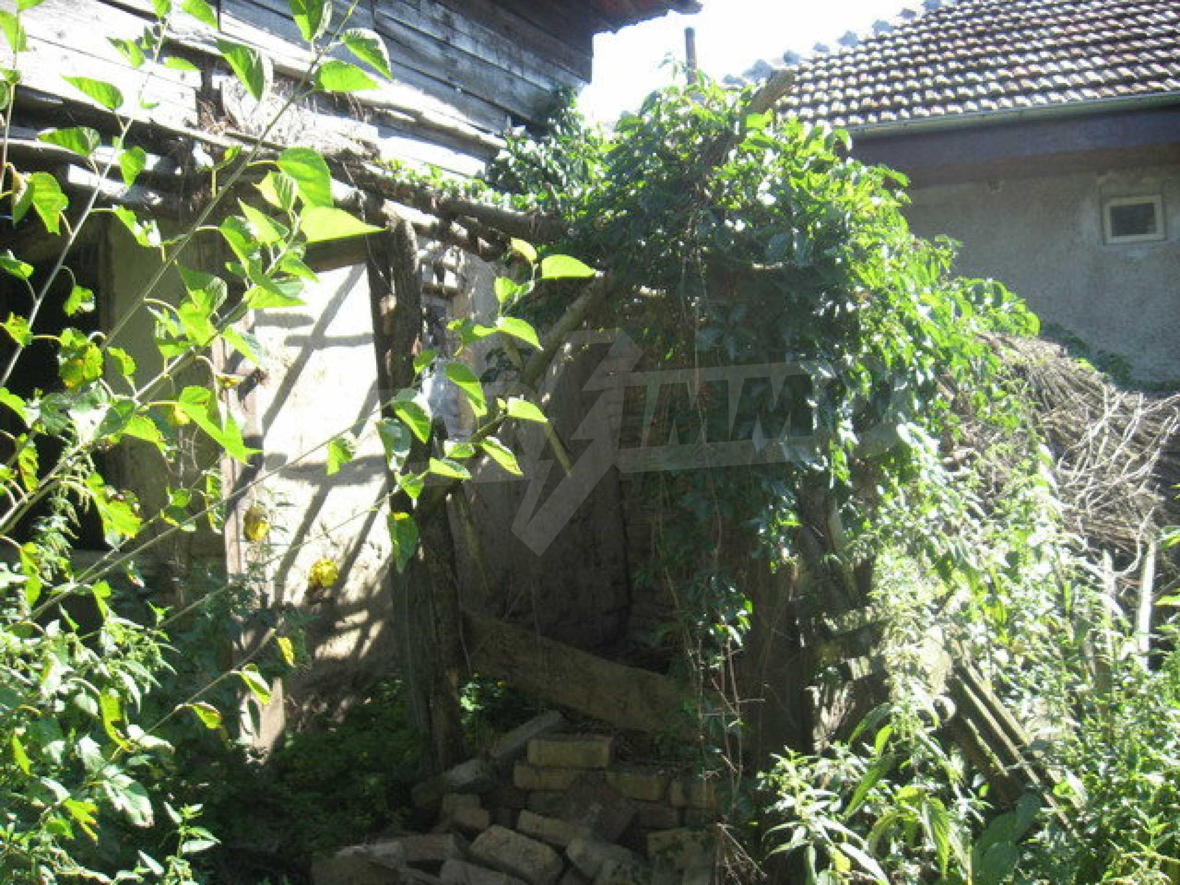 Кирпичный дом в деревне недалеко от Велико Тырново 4