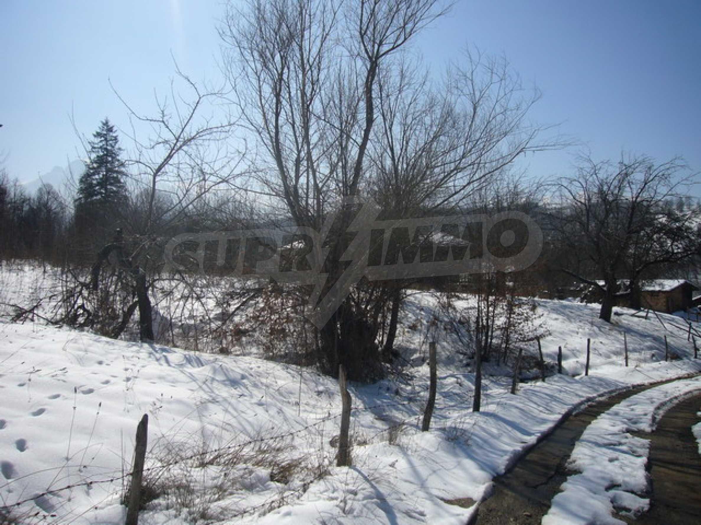 1200 sq.m. regulated plot of land in Apriltsi