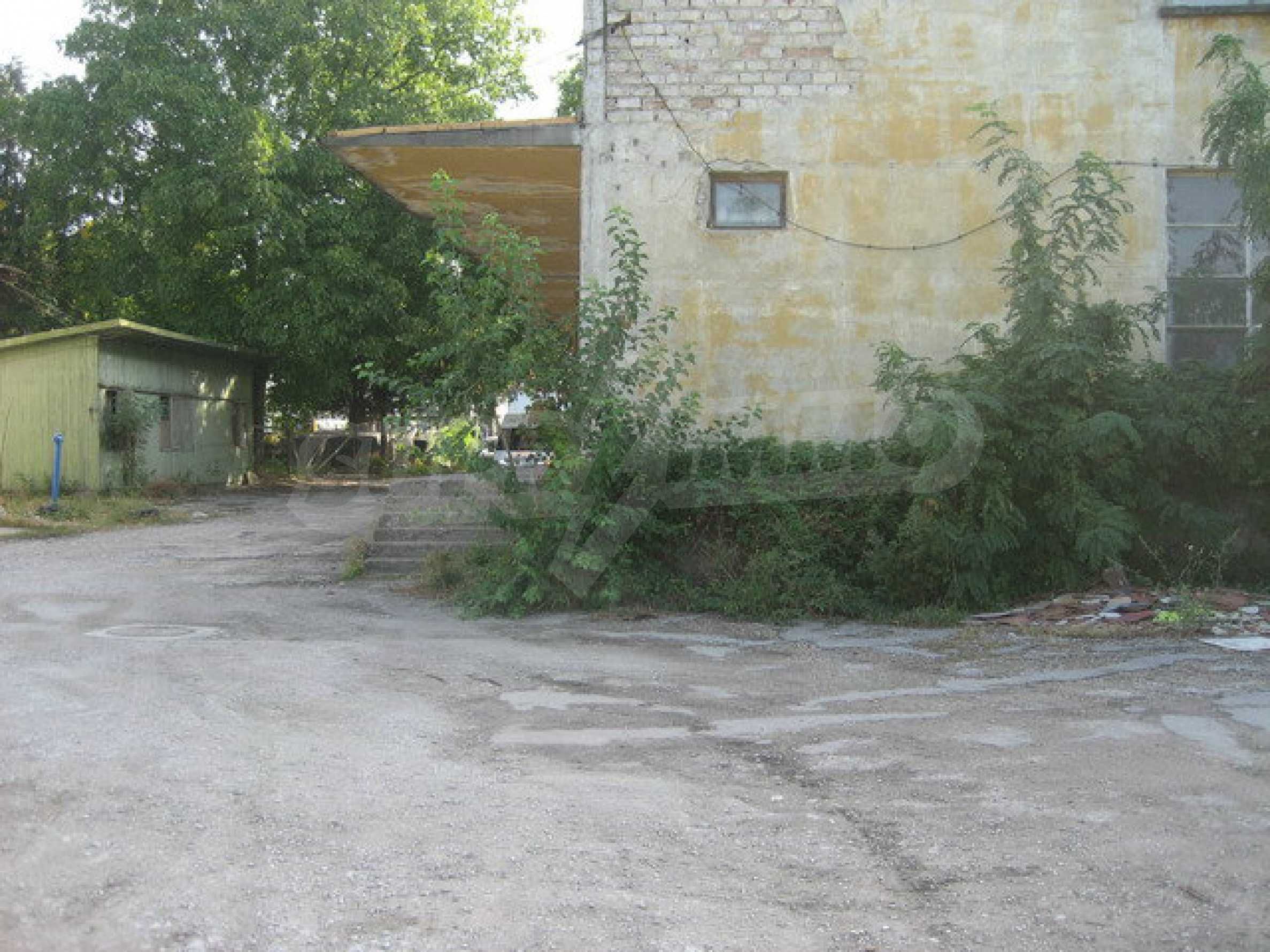 Land with buildings in the industrial area of Veliko Tarnovo 11