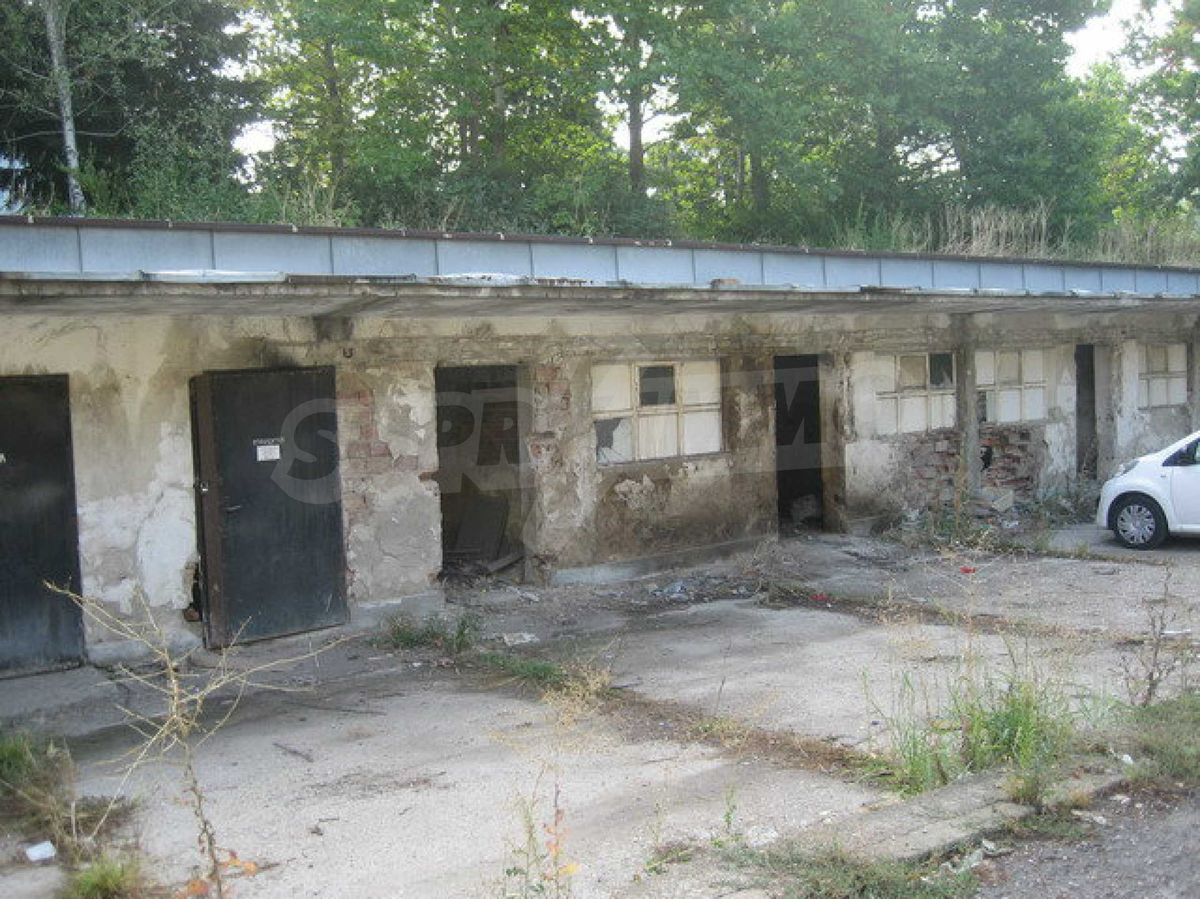 Land with buildings in the industrial area of Veliko Tarnovo 14