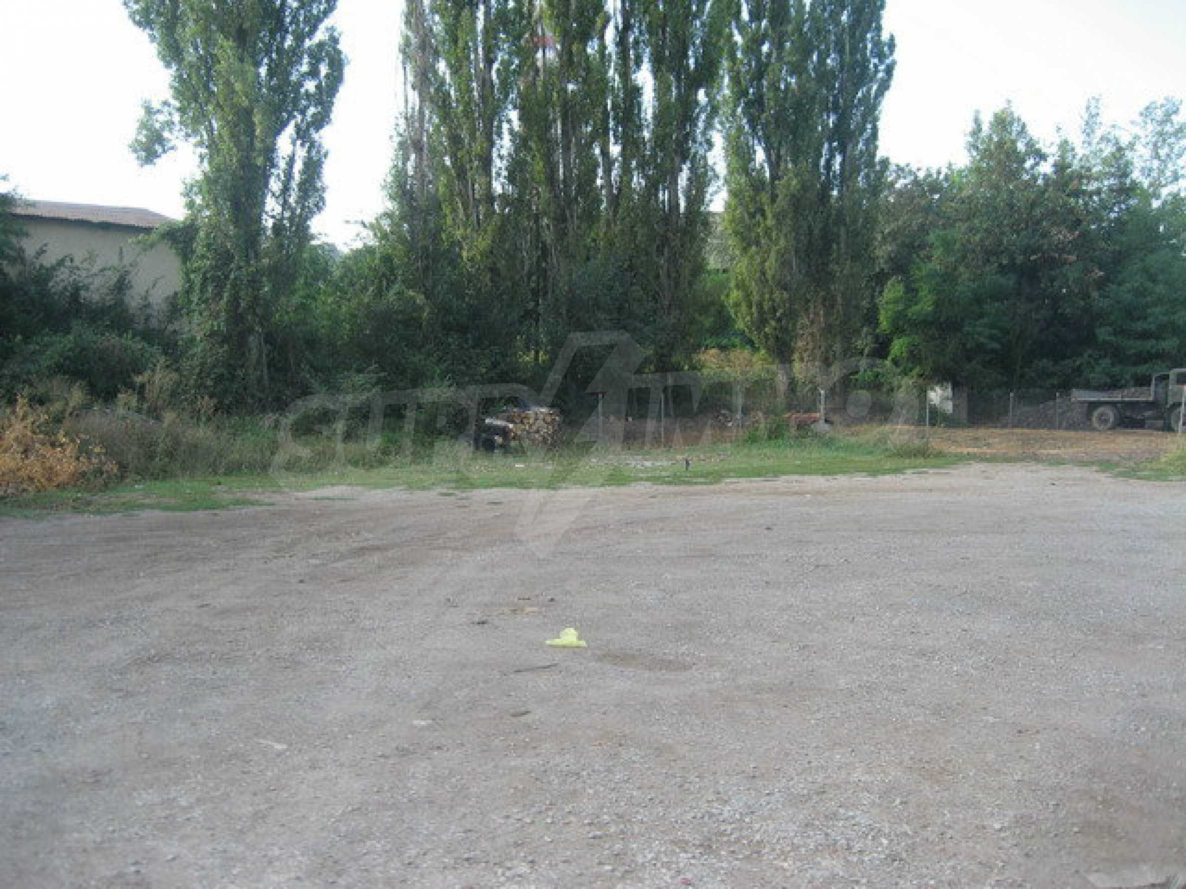 Land with buildings in the industrial area of Veliko Tarnovo 15