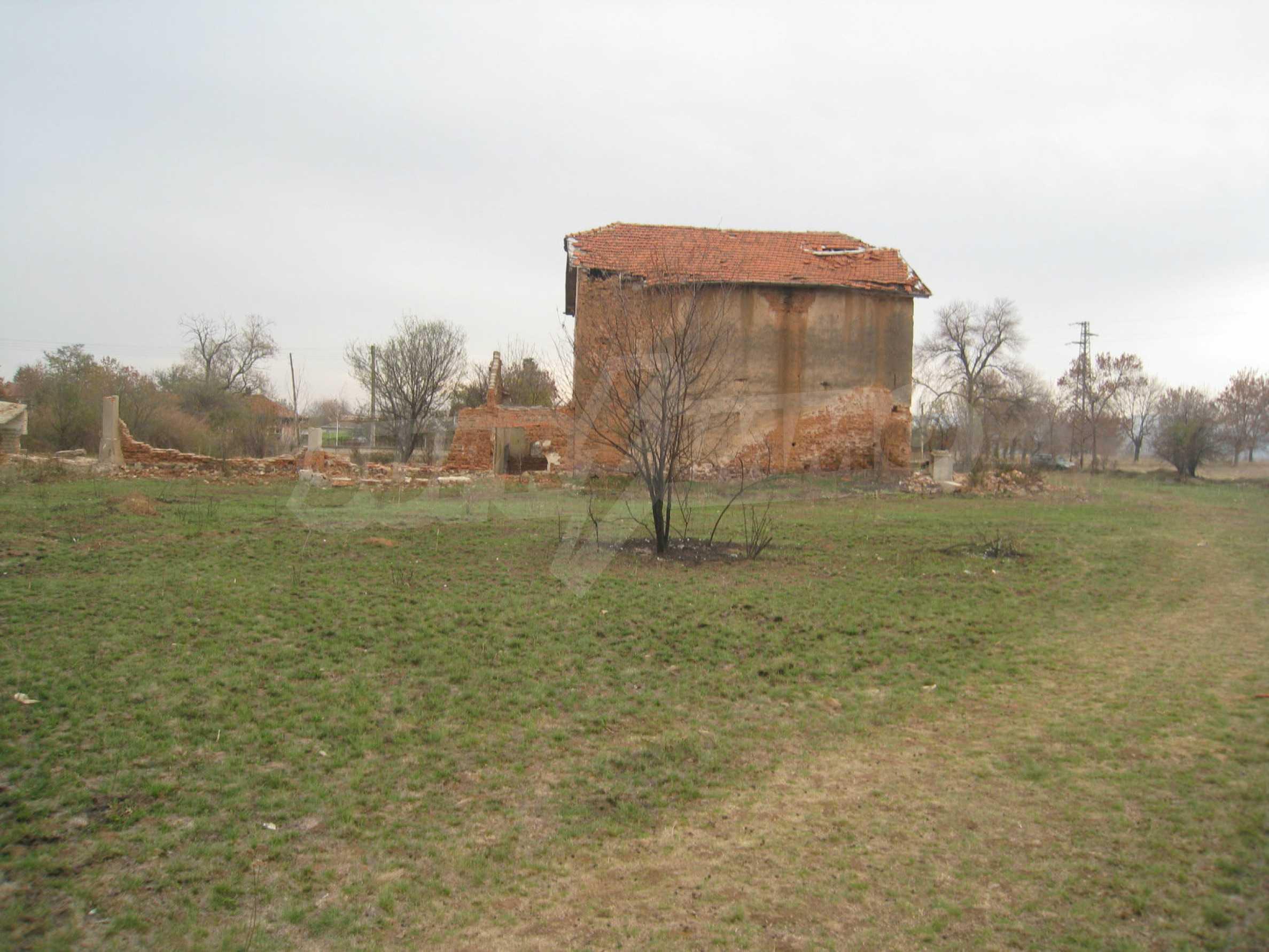 Solides dreistöckiges Gebäude (ehemalige Mühle) mit Hof in der Nähe von Elin Pelin 14
