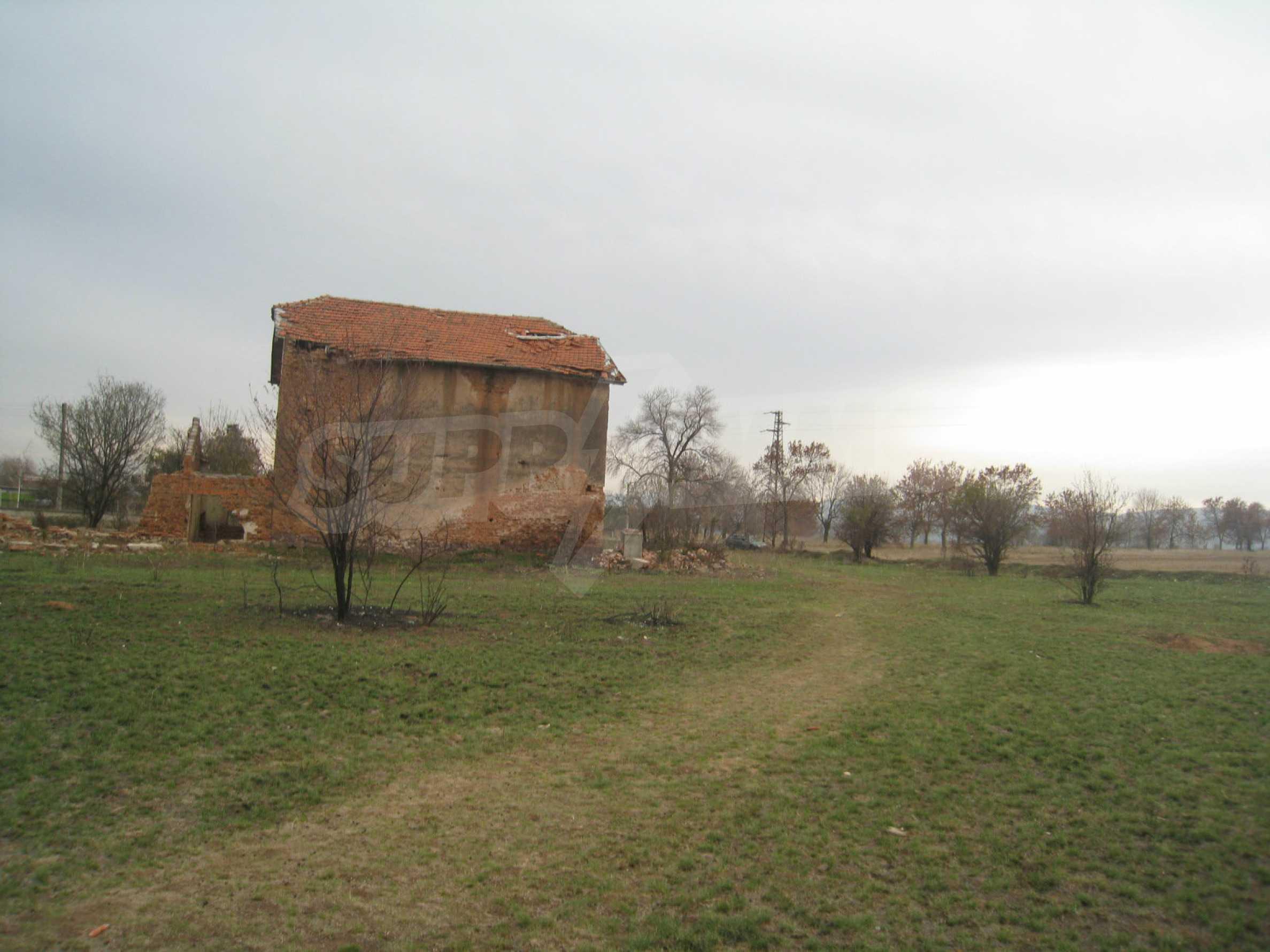 Solides dreistöckiges Gebäude (ehemalige Mühle) mit Hof in der Nähe von Elin Pelin 15
