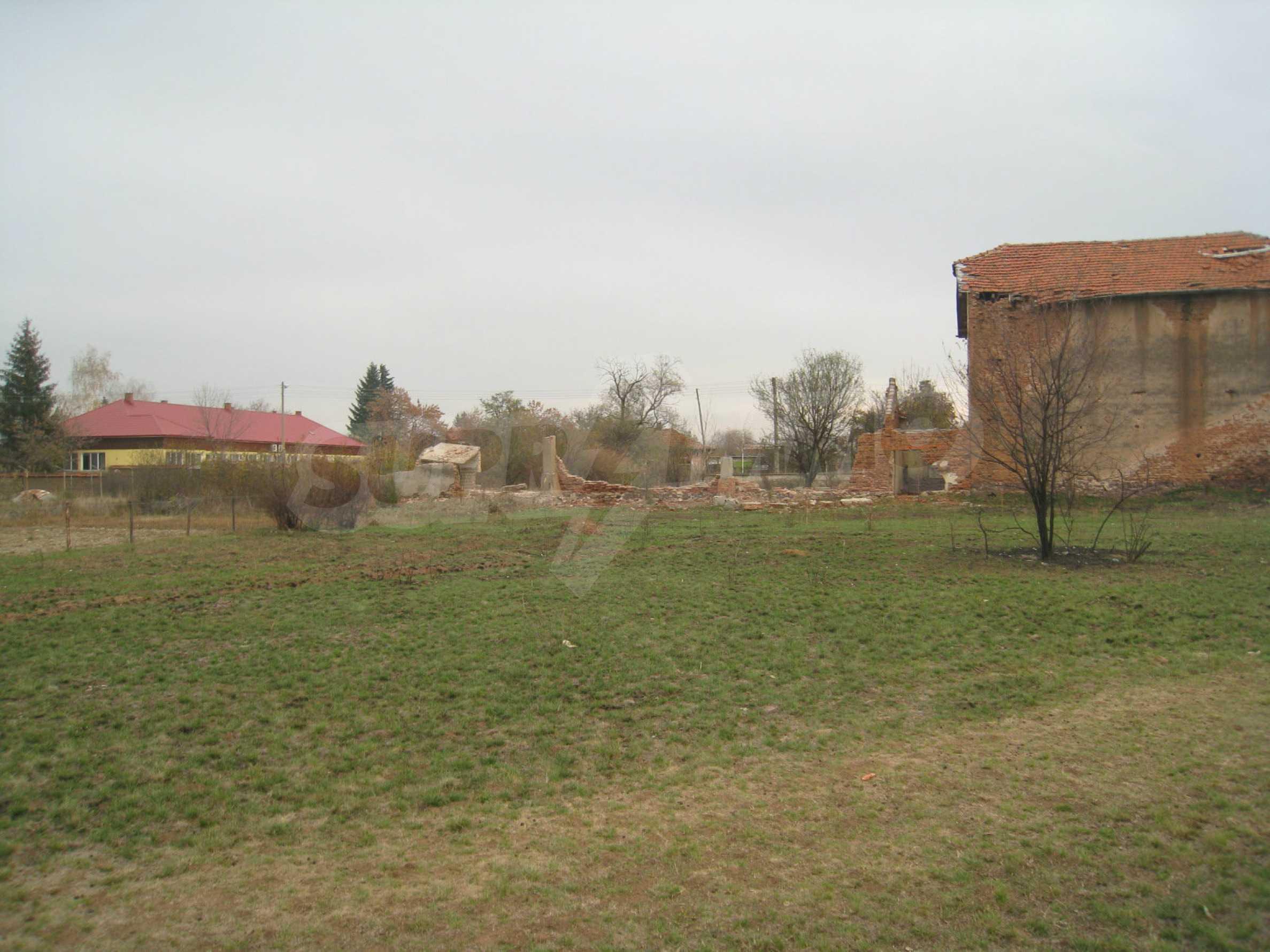 Solides dreistöckiges Gebäude (ehemalige Mühle) mit Hof in der Nähe von Elin Pelin 16