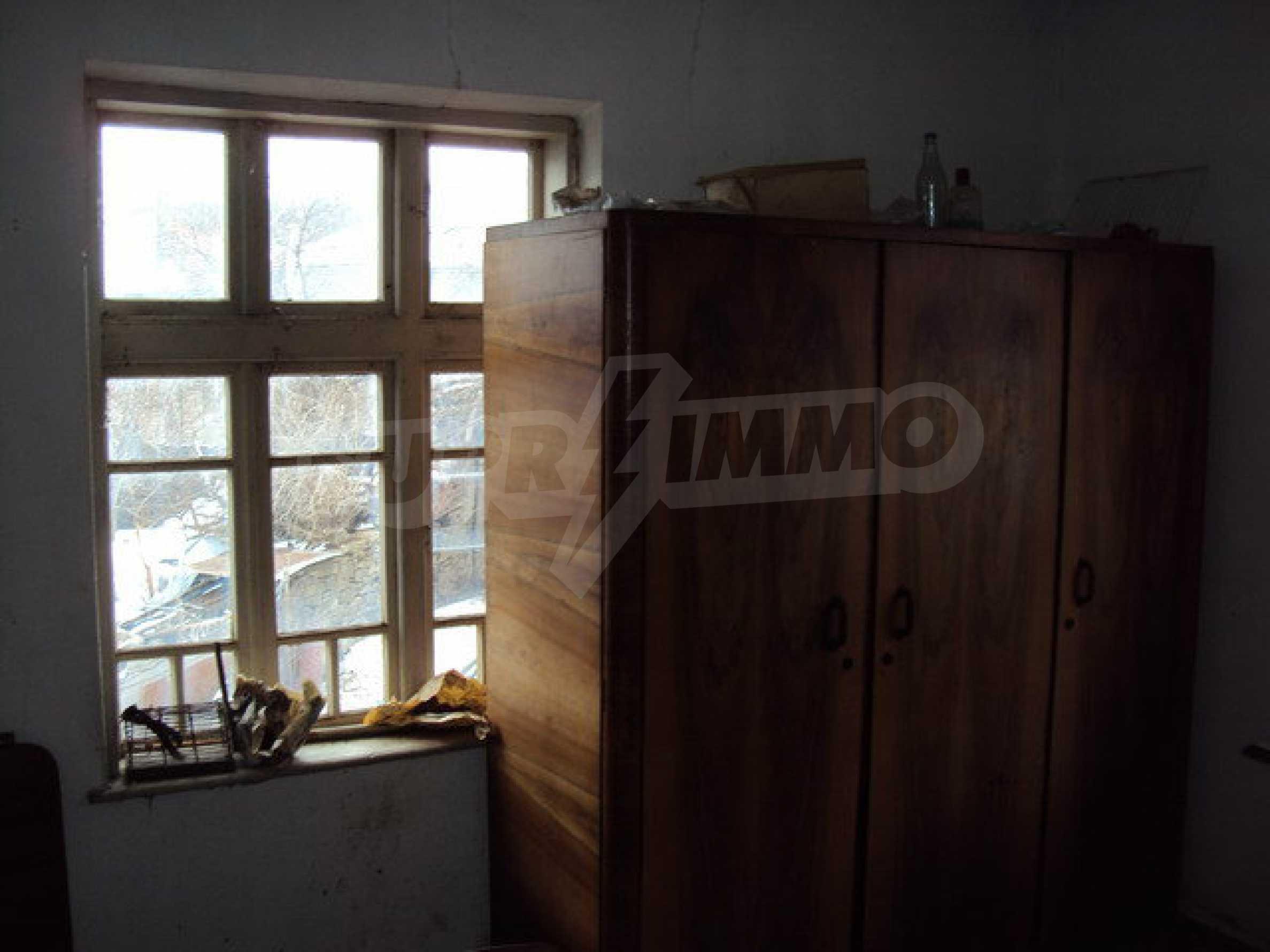 Двухэтажный дом с хозяйственными постройками и садом в деревне в 30 км. от Велико Тырново 14