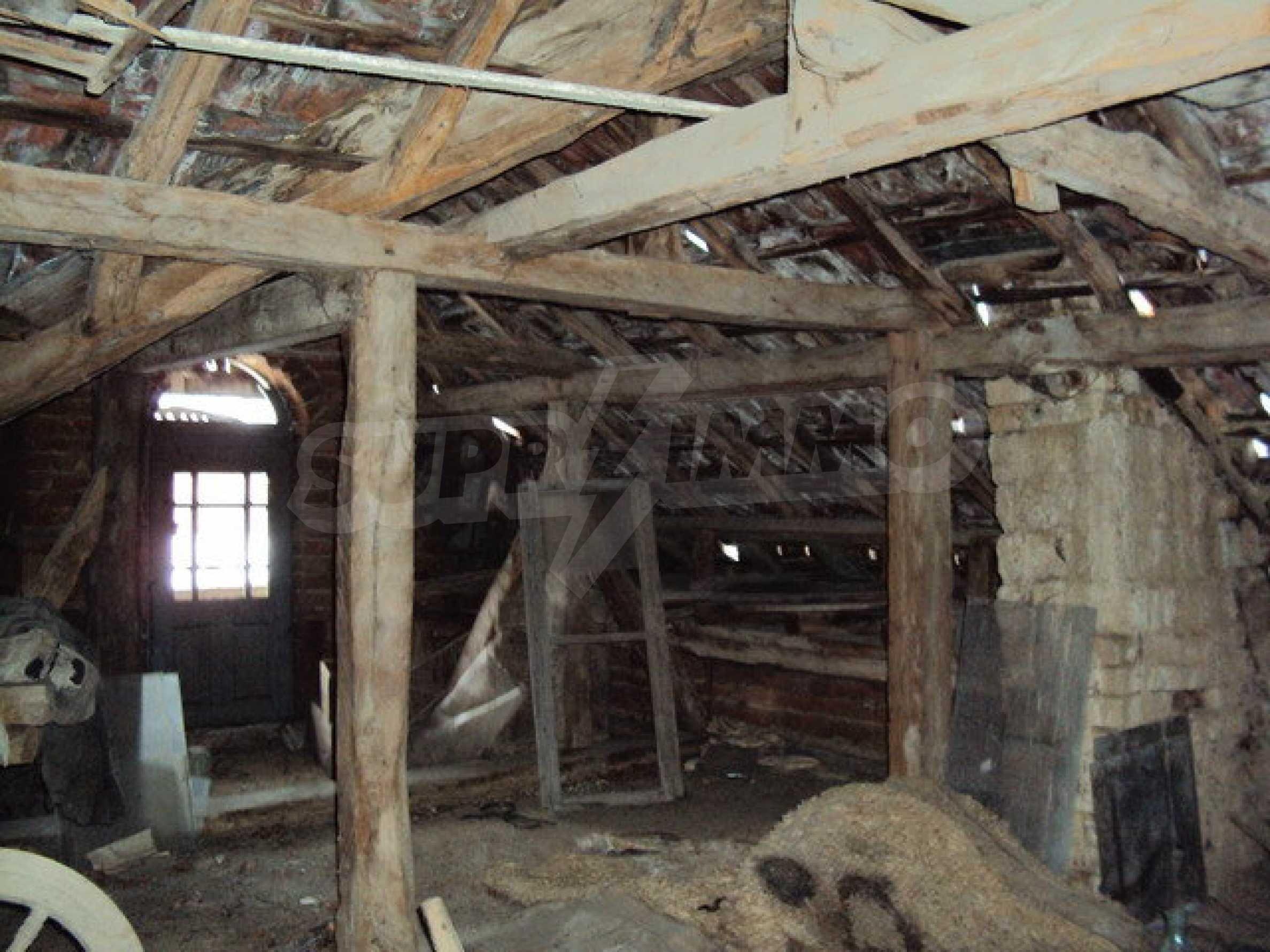 Двухэтажный дом с хозяйственными постройками и садом в деревне в 30 км. от Велико Тырново 24