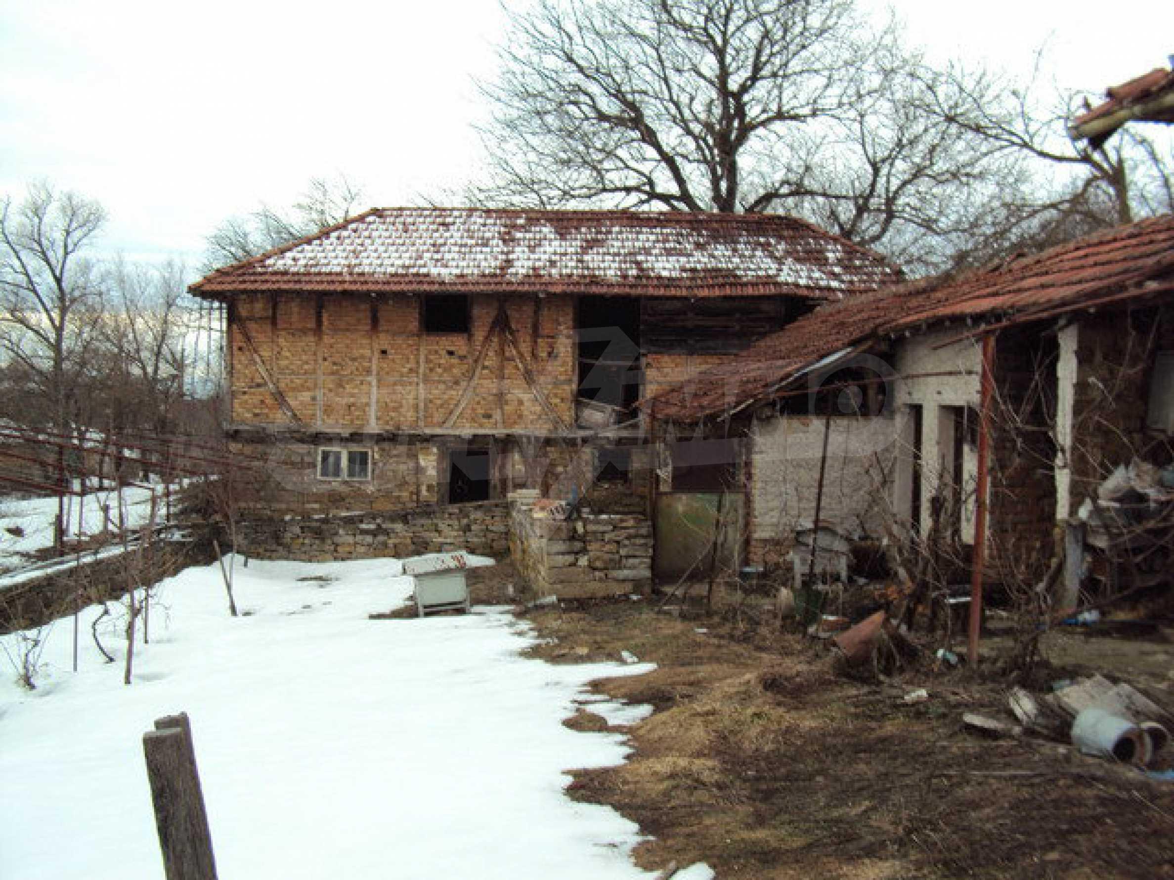 Двухэтажный дом с хозяйственными постройками и садом в деревне в 30 км. от Велико Тырново 2