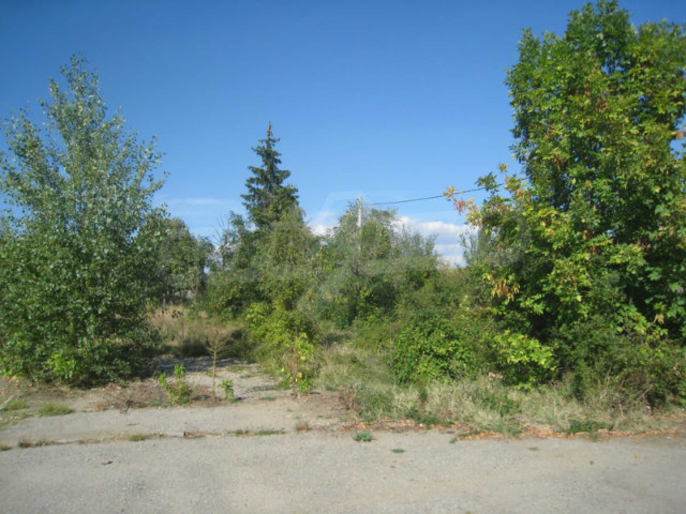 Large regulated plot of land for a private property near Sofia 7