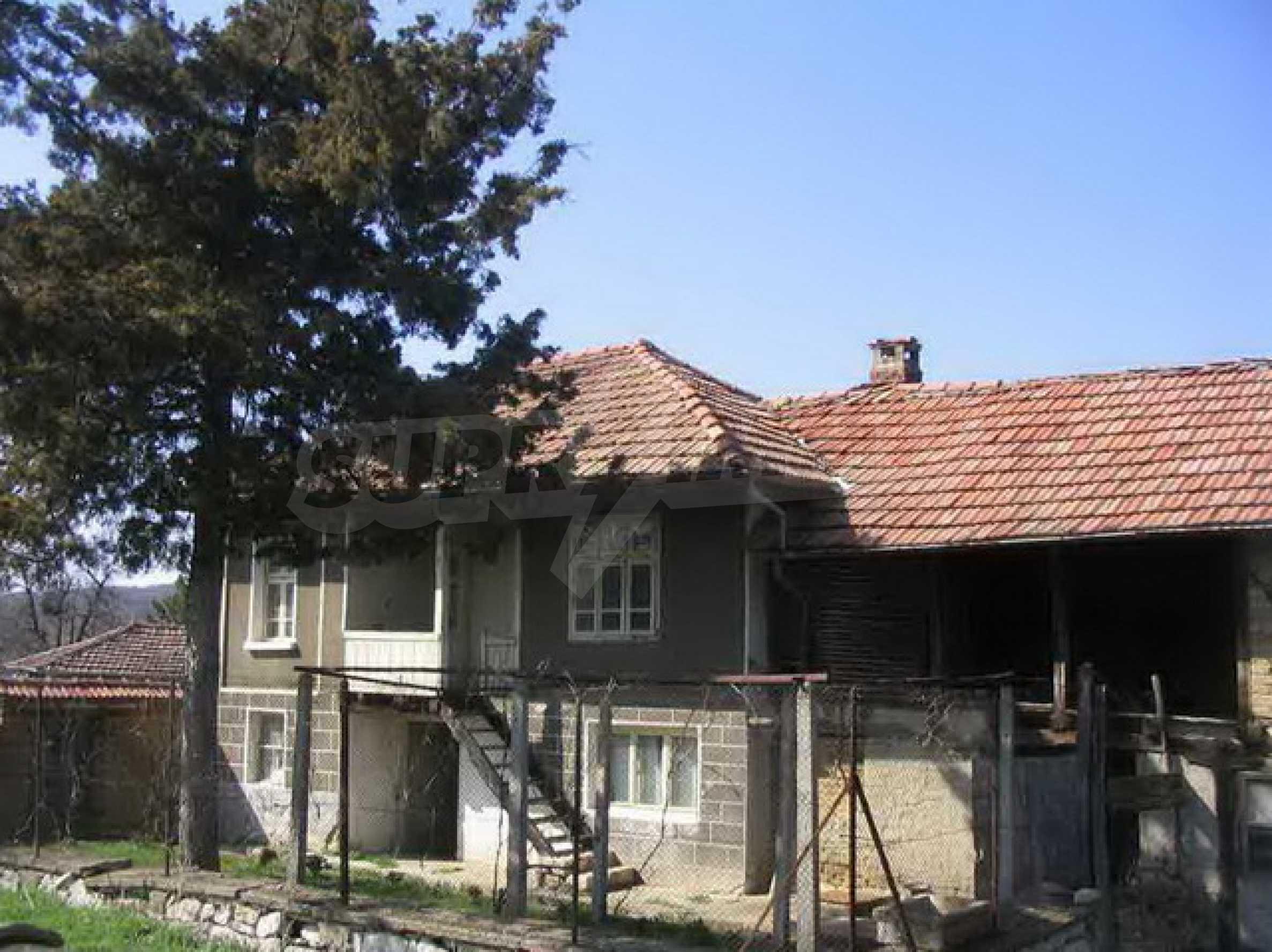 Двуетажна къща само на 25 км. от град Велико Търново