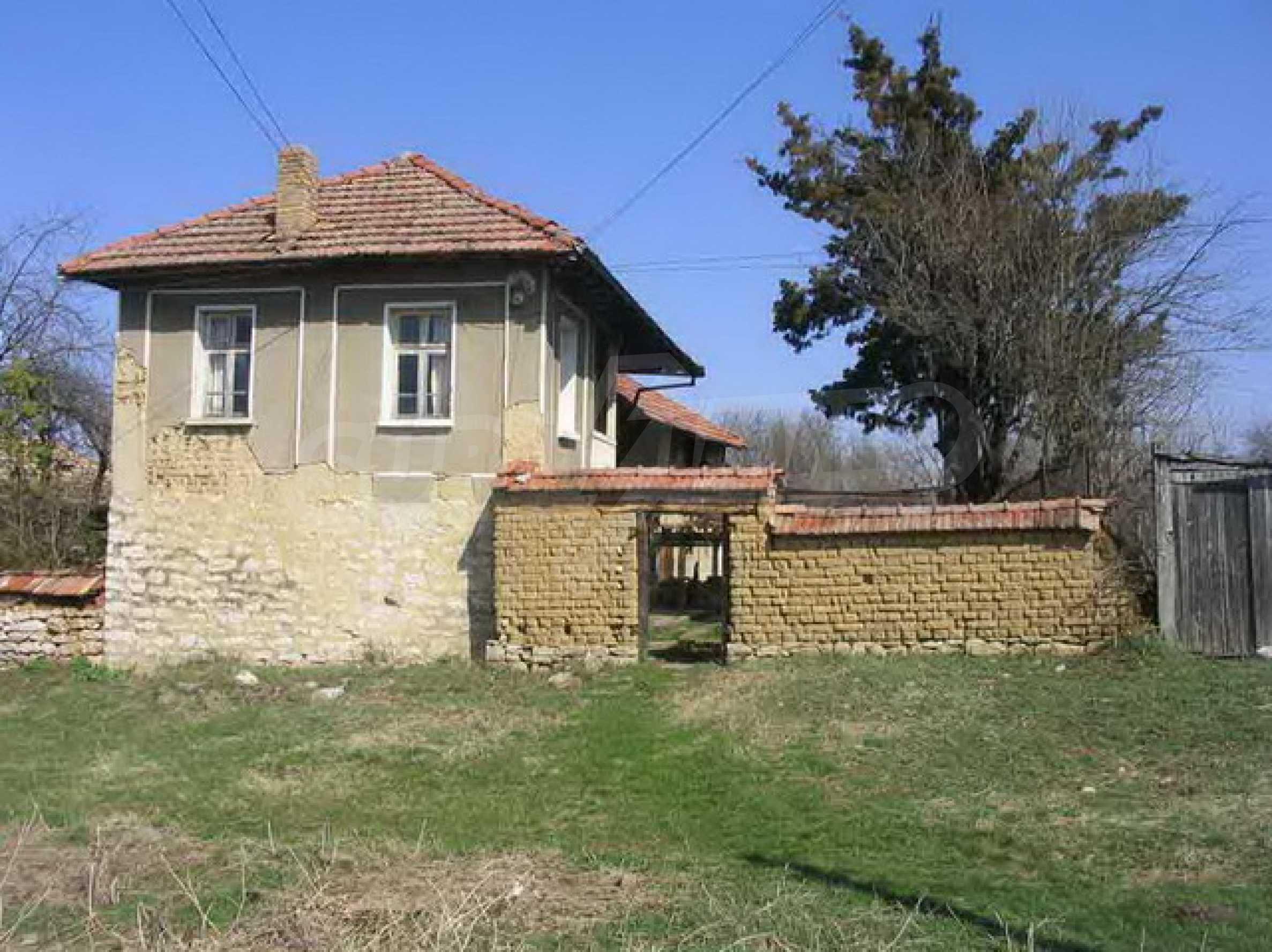 Двуетажна къща само на 25 км. от град Велико Търново 1