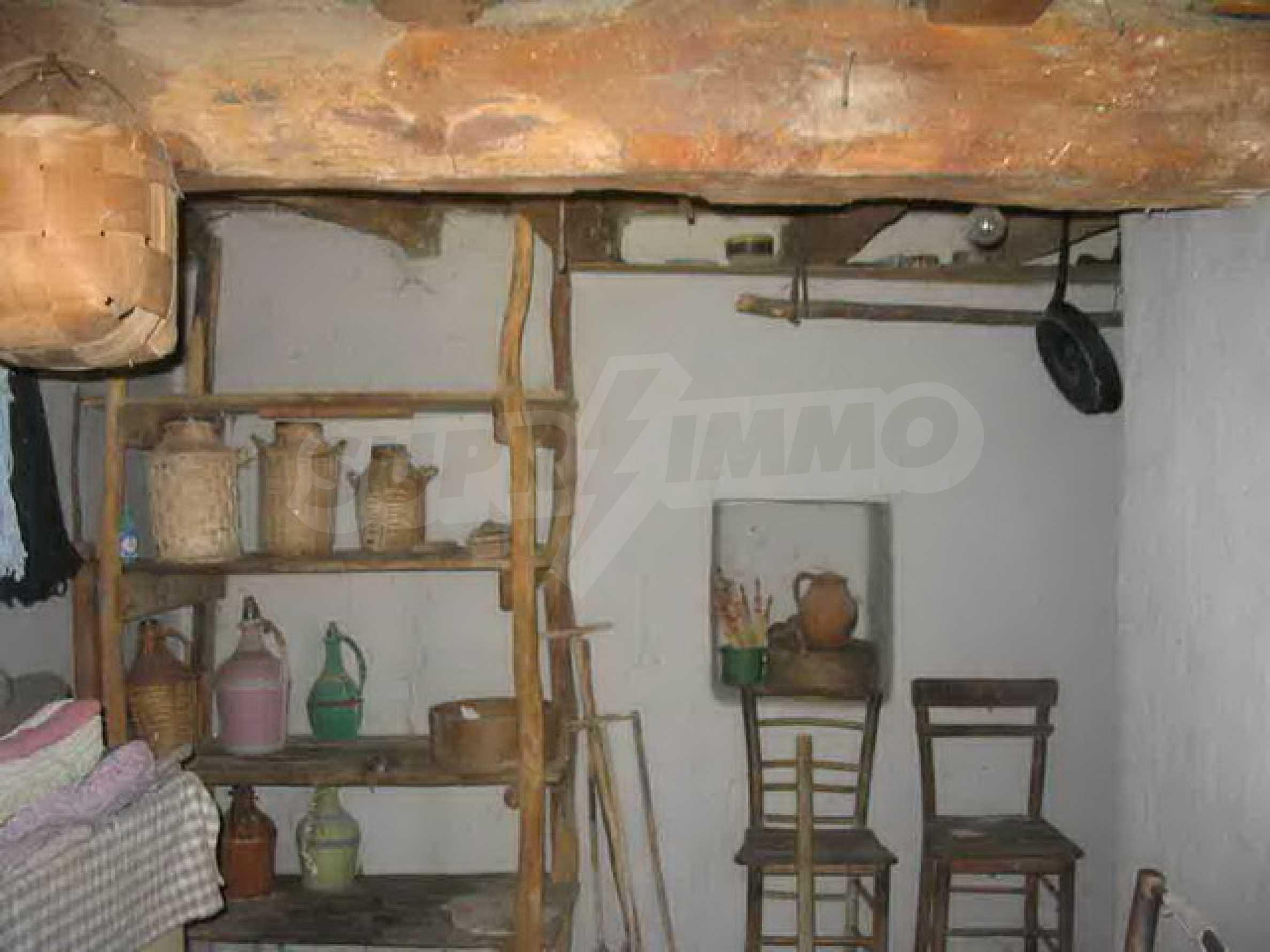 Двуетажна къща само на 25 км. от град Велико Търново 2