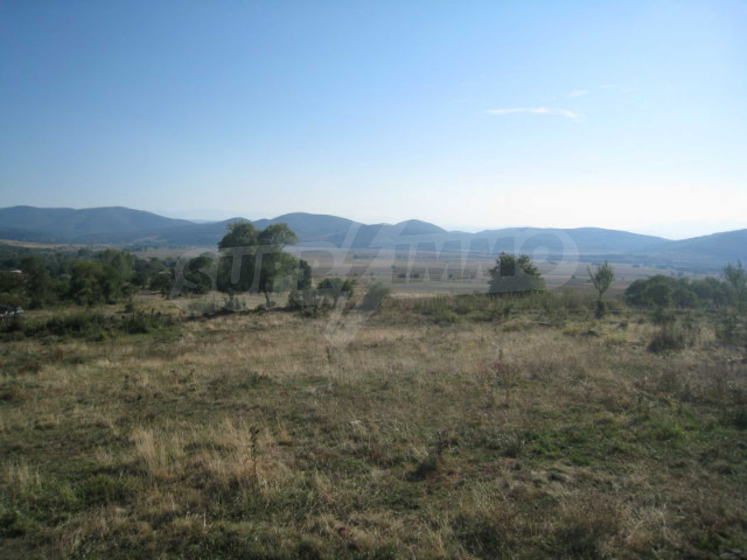 Regulated plot of land in a quiet village near the sub-Balkan road 18