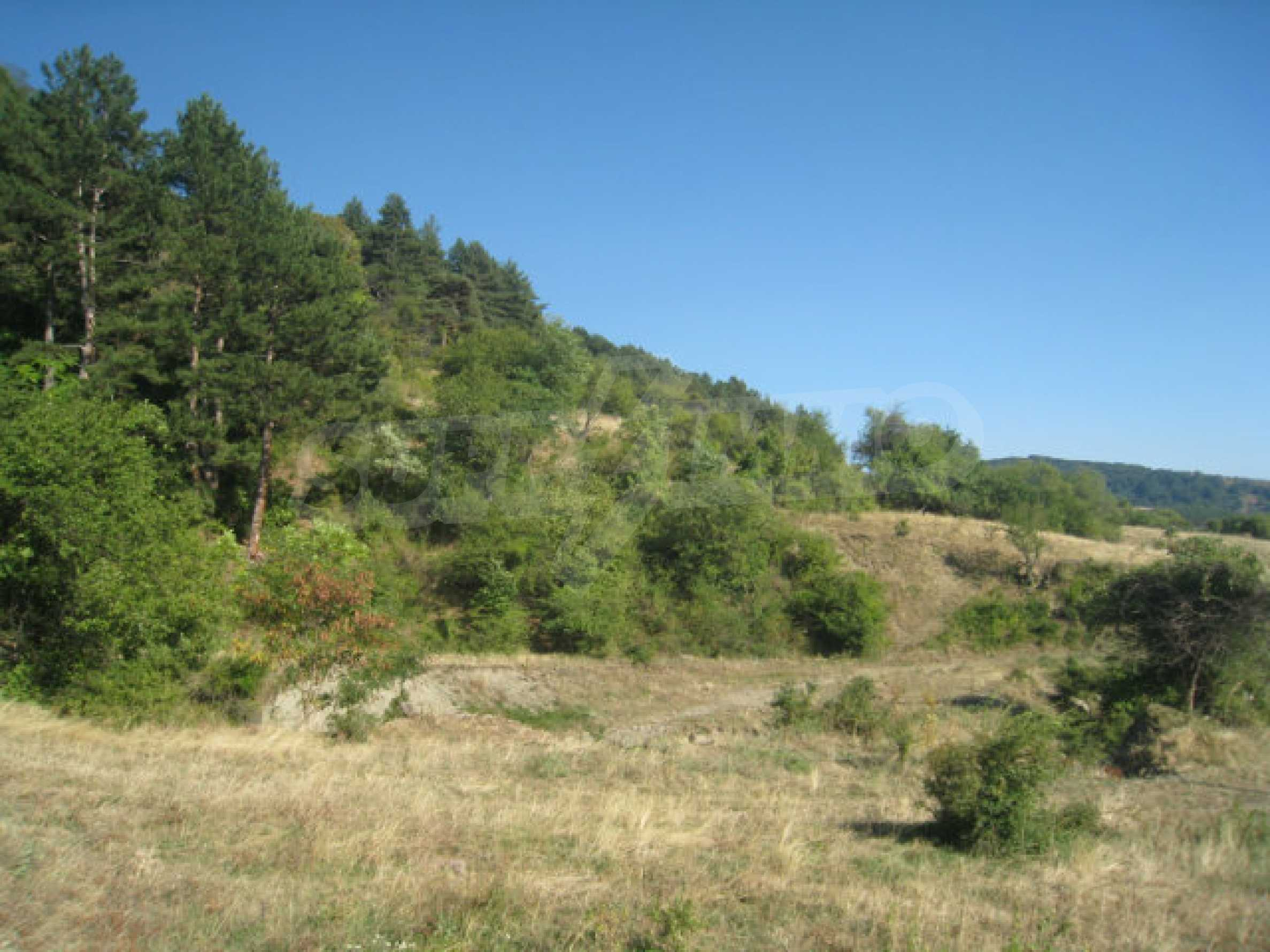 Regulated plot of land in a quiet village near the sub-Balkan road 22