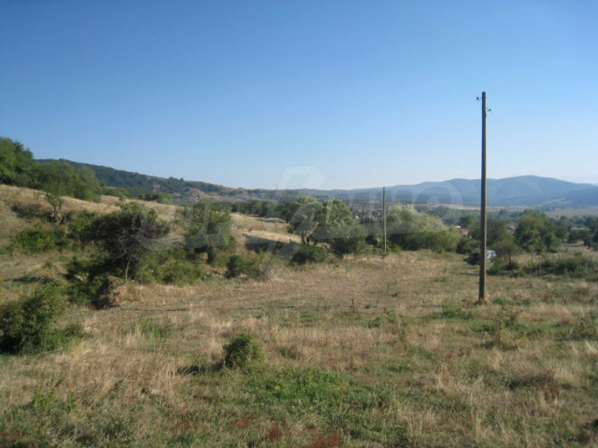 Regulated plot of land in a quiet village near the sub-Balkan road 23