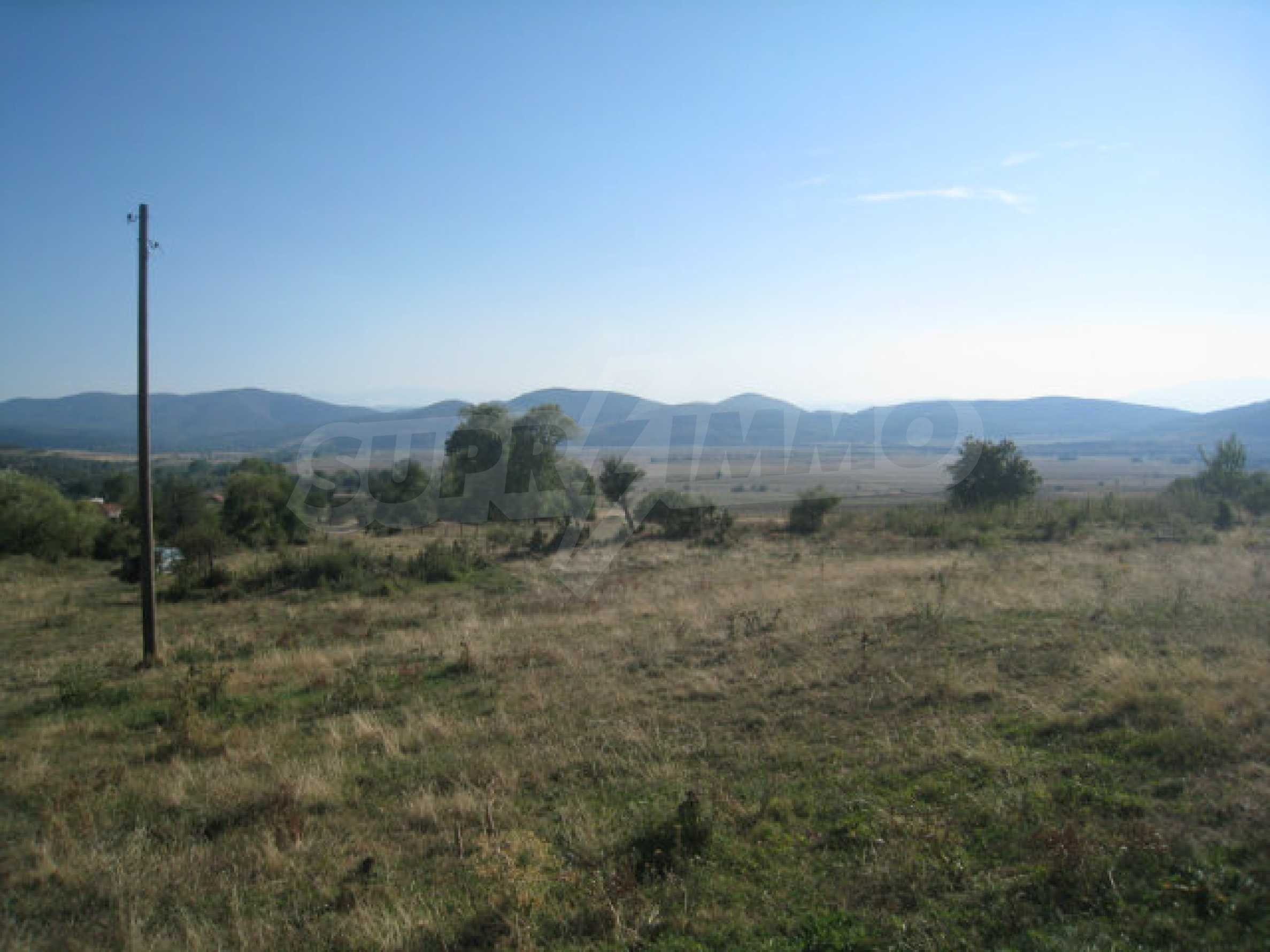 Regulated plot of land in a quiet village near the sub-Balkan road 24