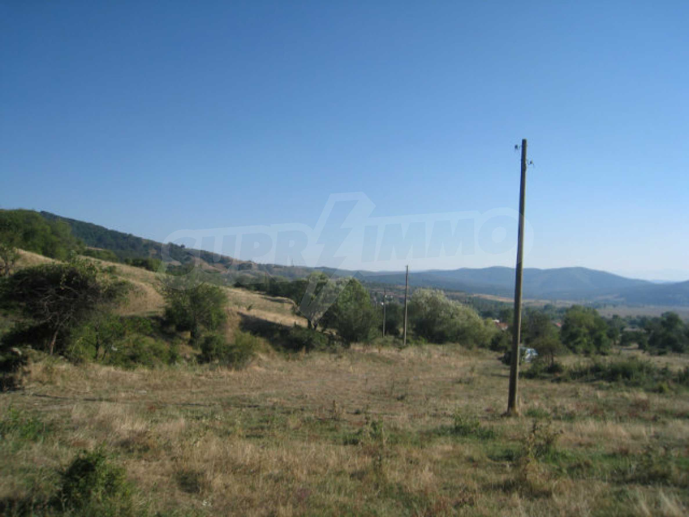 Regulated plot of land in a quiet village near the sub-Balkan road 30