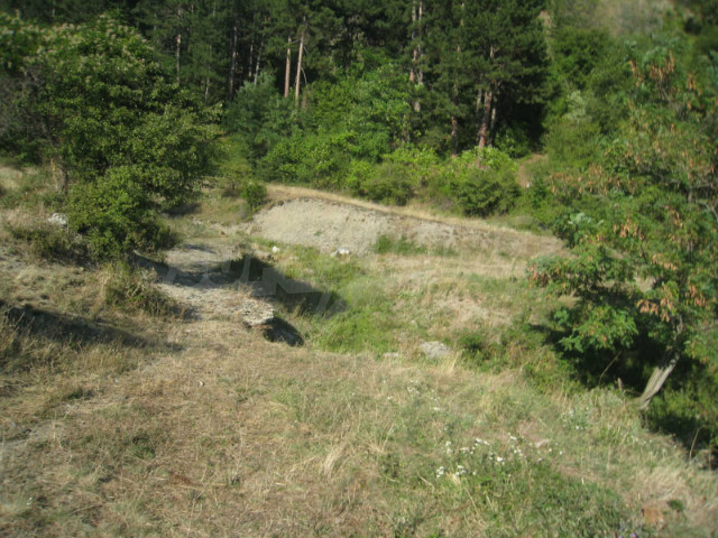 Regulated plot of land in a quiet village near the sub-Balkan road 31