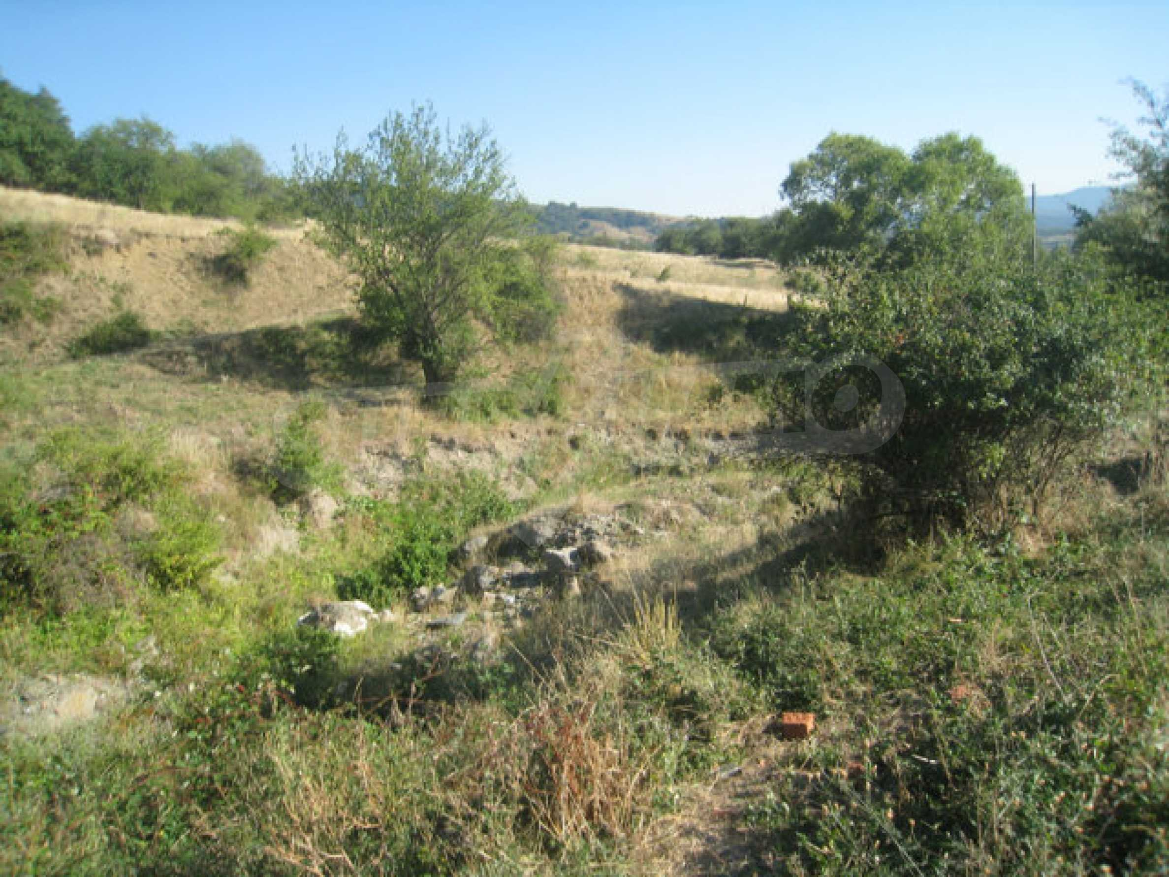 Regulated plot of land in a quiet village near the sub-Balkan road 32