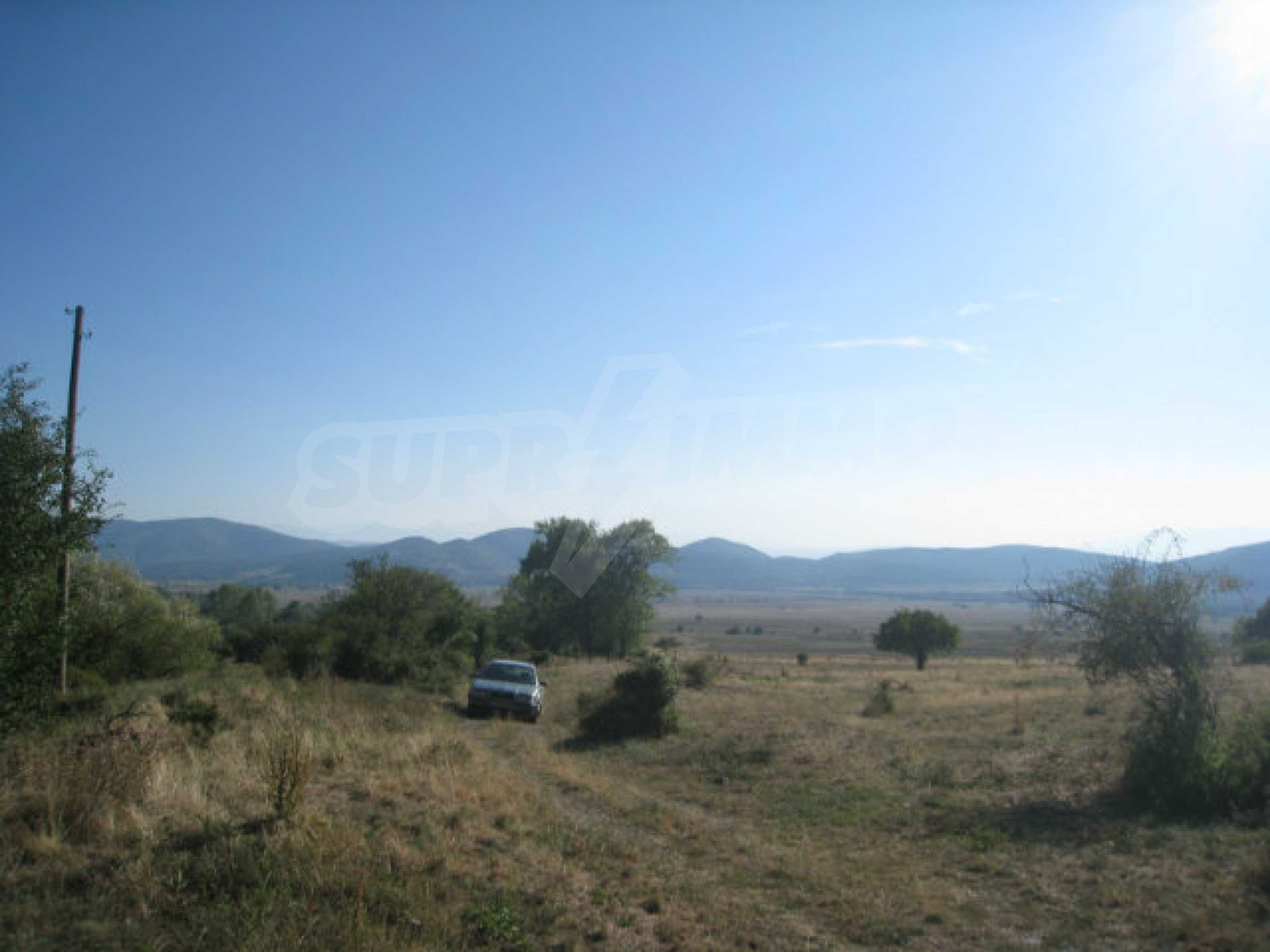 Regulated plot of land in a quiet village near the sub-Balkan road 33
