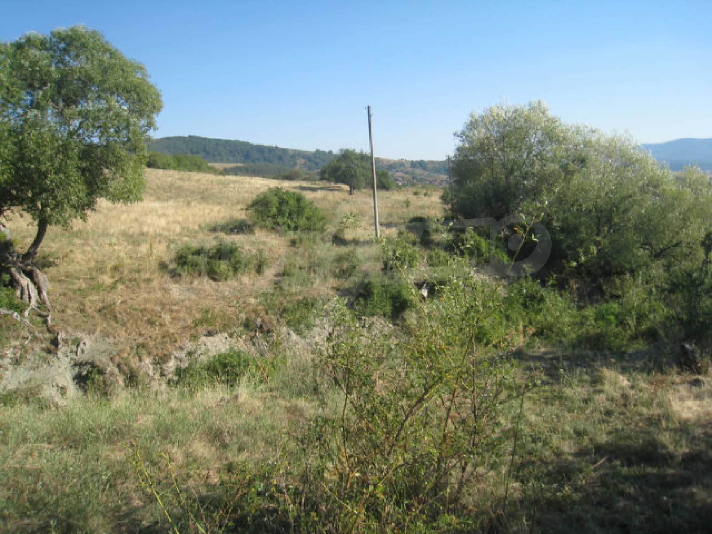 Regulated plot of land in a quiet village near the sub-Balkan road 3