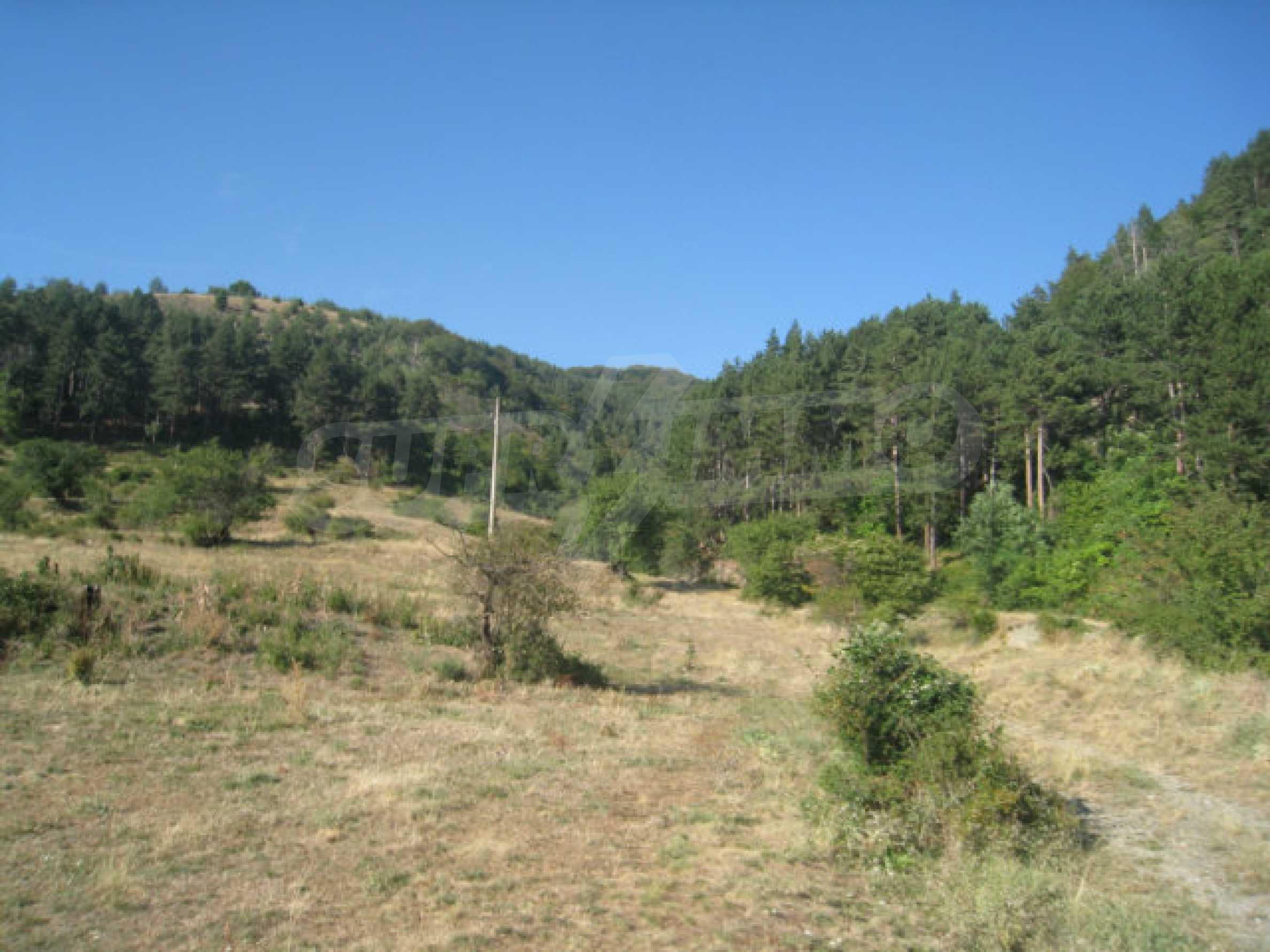 Regulated plot of land in a quiet village near the sub-Balkan road 7