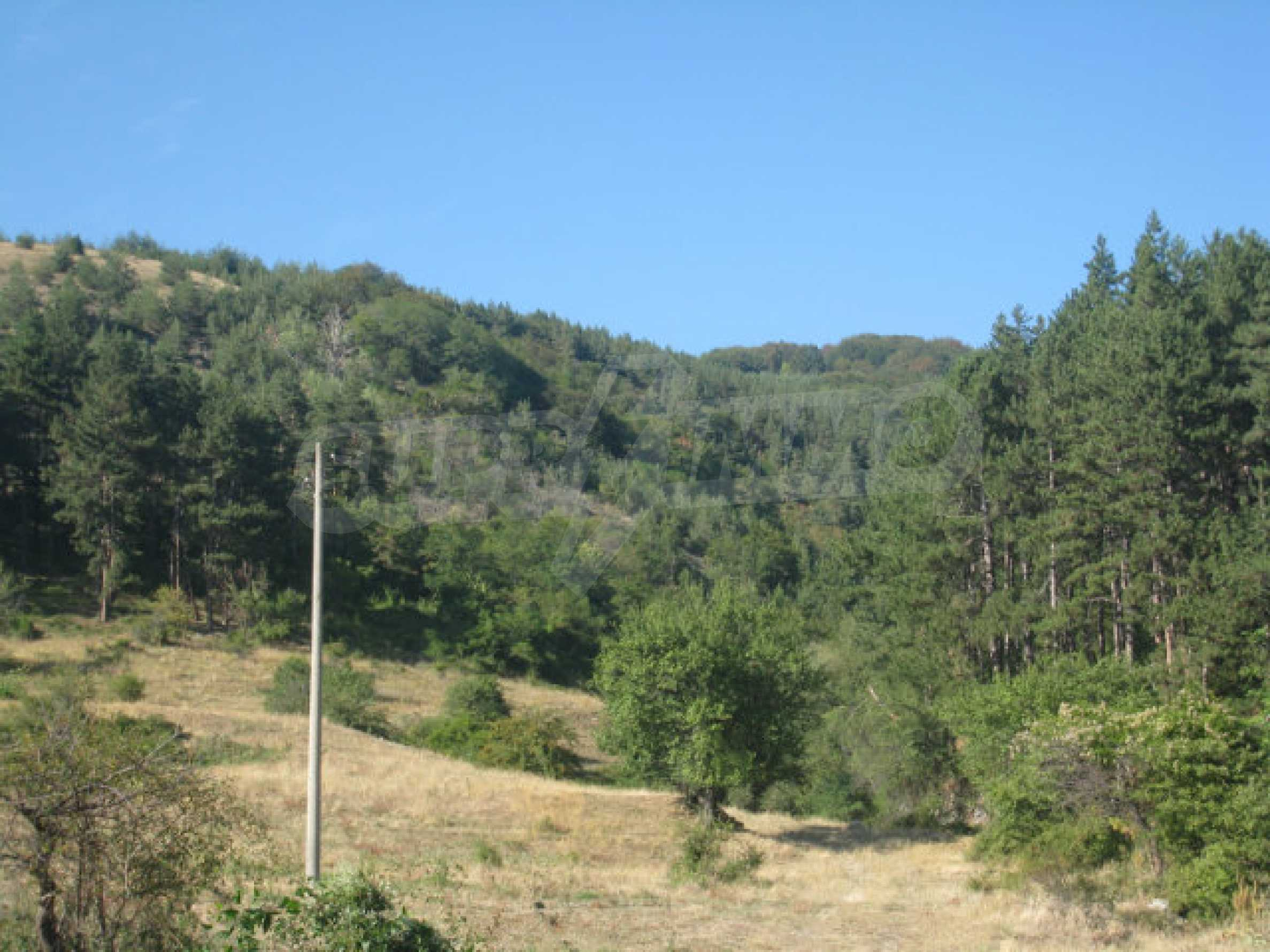 Regulated plot of land in a quiet village near the sub-Balkan road 8
