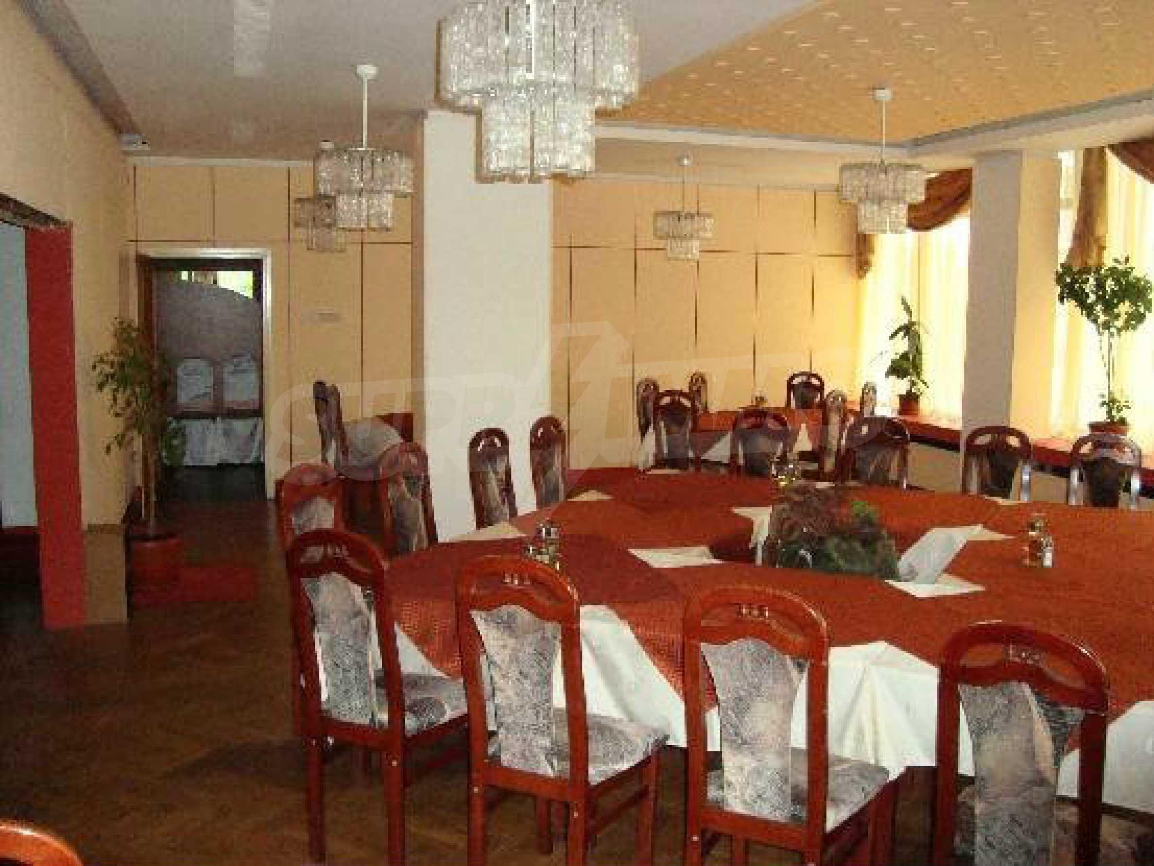 Betriebsrestaurant in der oberen Mitte von Gabrovo 9
