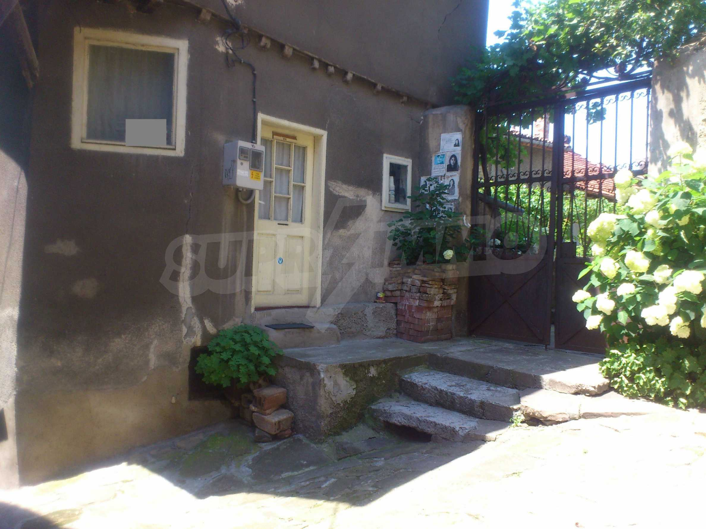 Traditional, spacious house located in the old part of Veliko Tarnovo 35