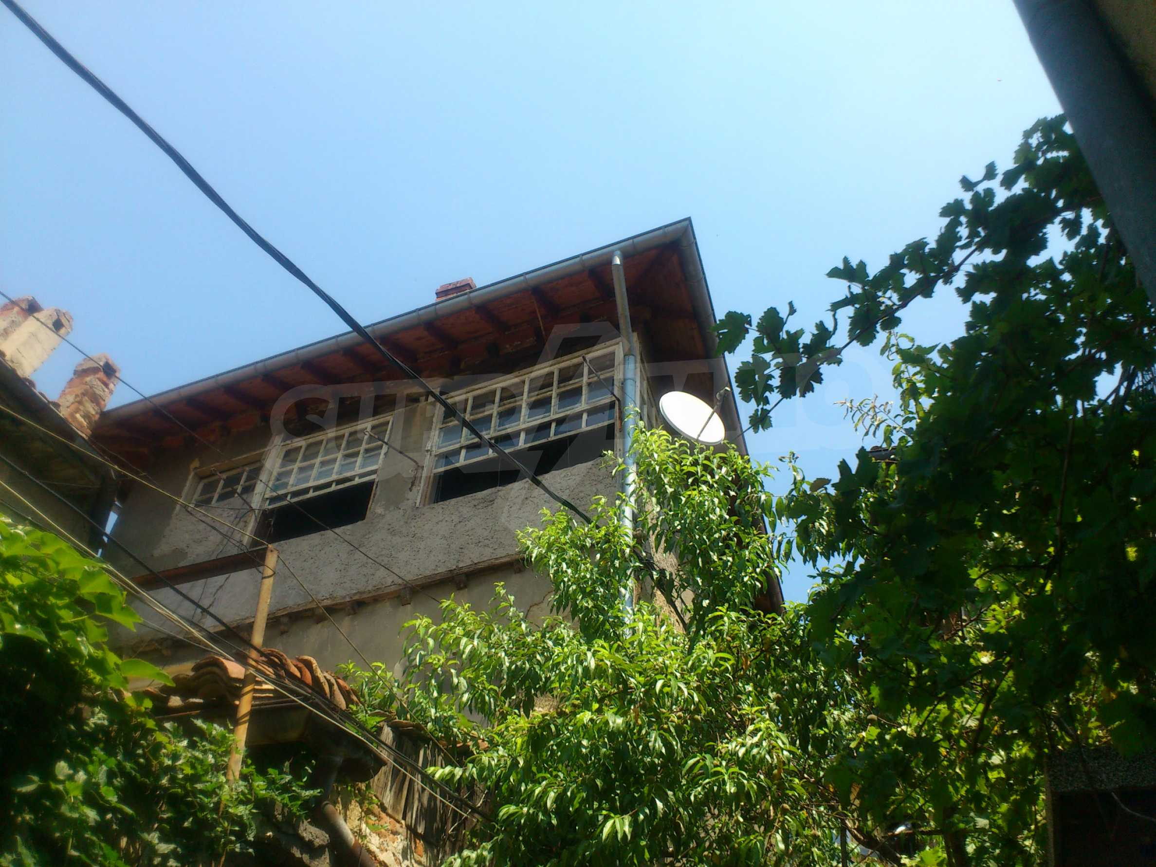 Traditional, spacious house located in the old part of Veliko Tarnovo 38