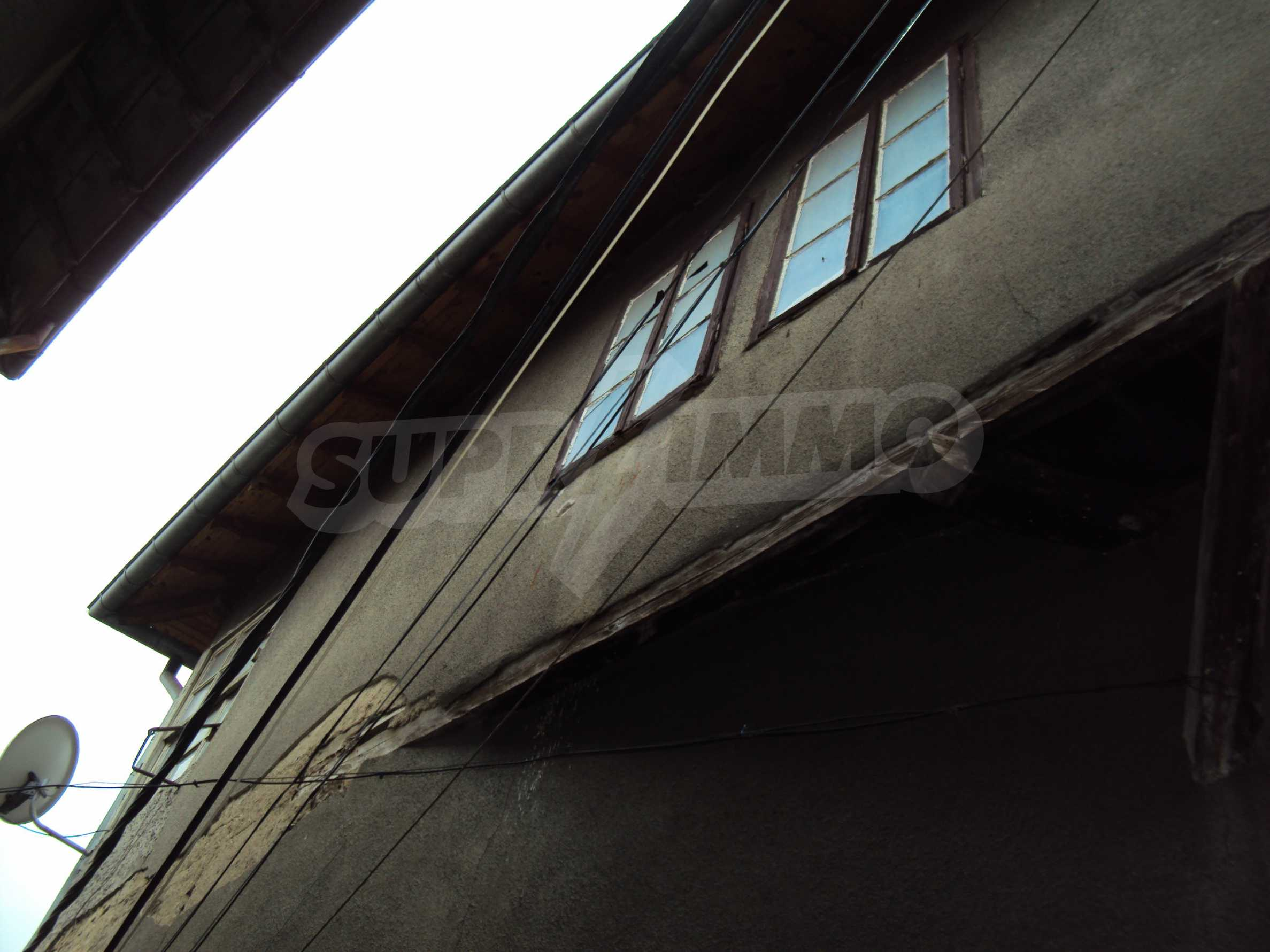 Traditional, spacious house located in the old part of Veliko Tarnovo 42