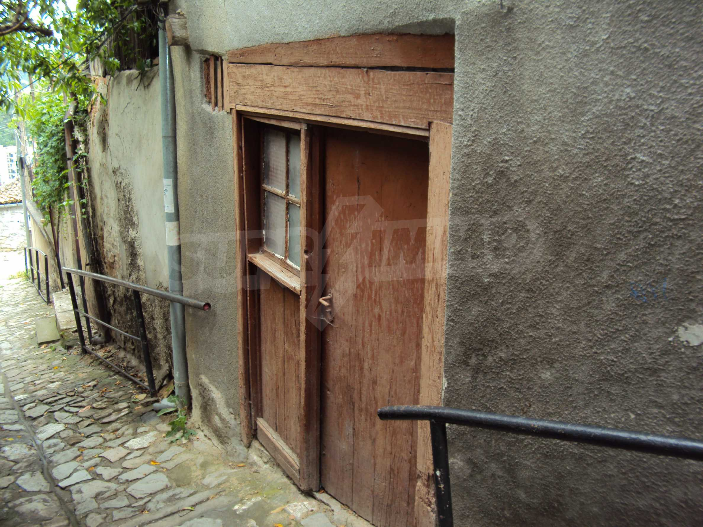 Traditional, spacious house located in the old part of Veliko Tarnovo 43