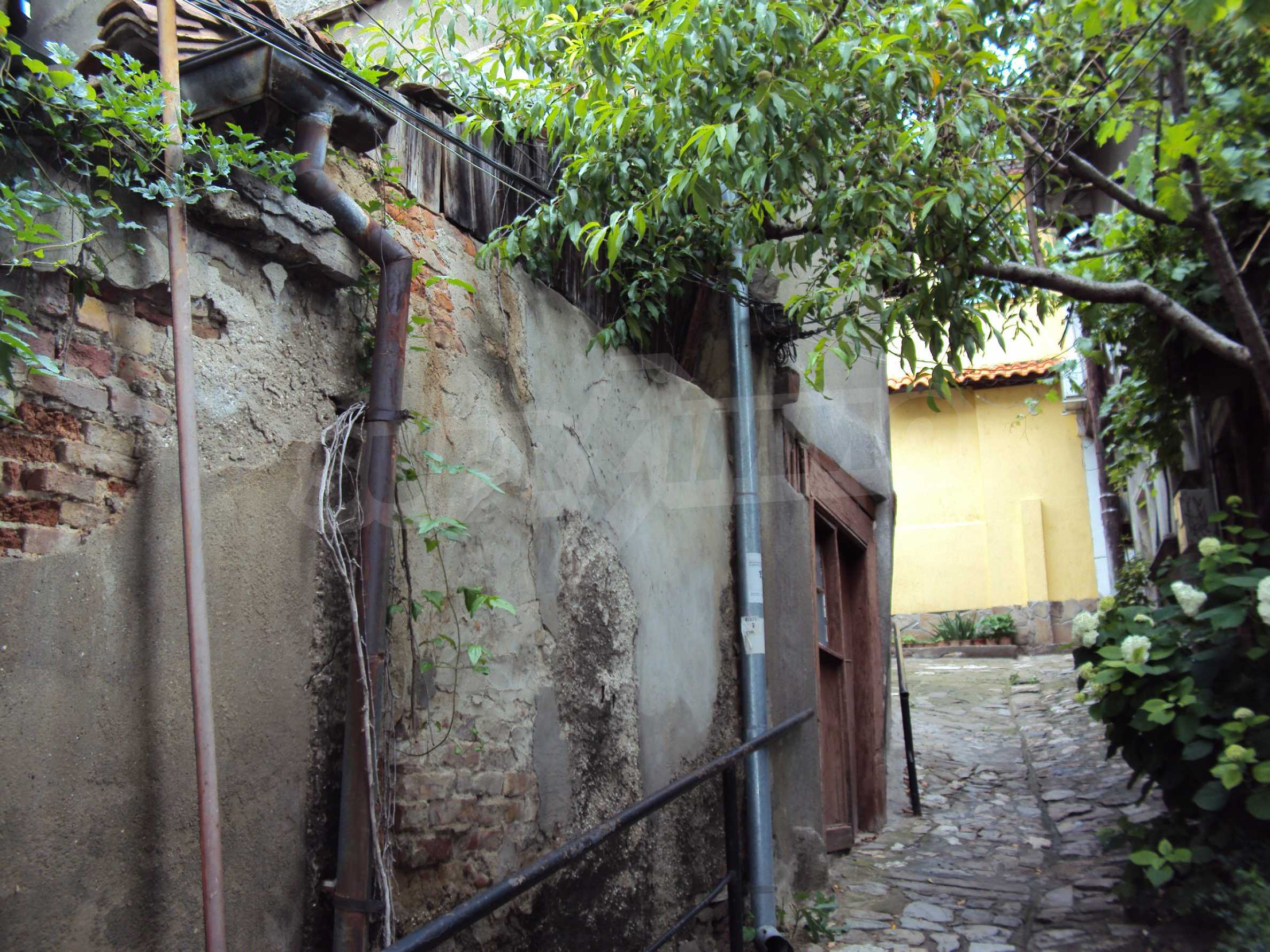 Traditional, spacious house located in the old part of Veliko Tarnovo 44