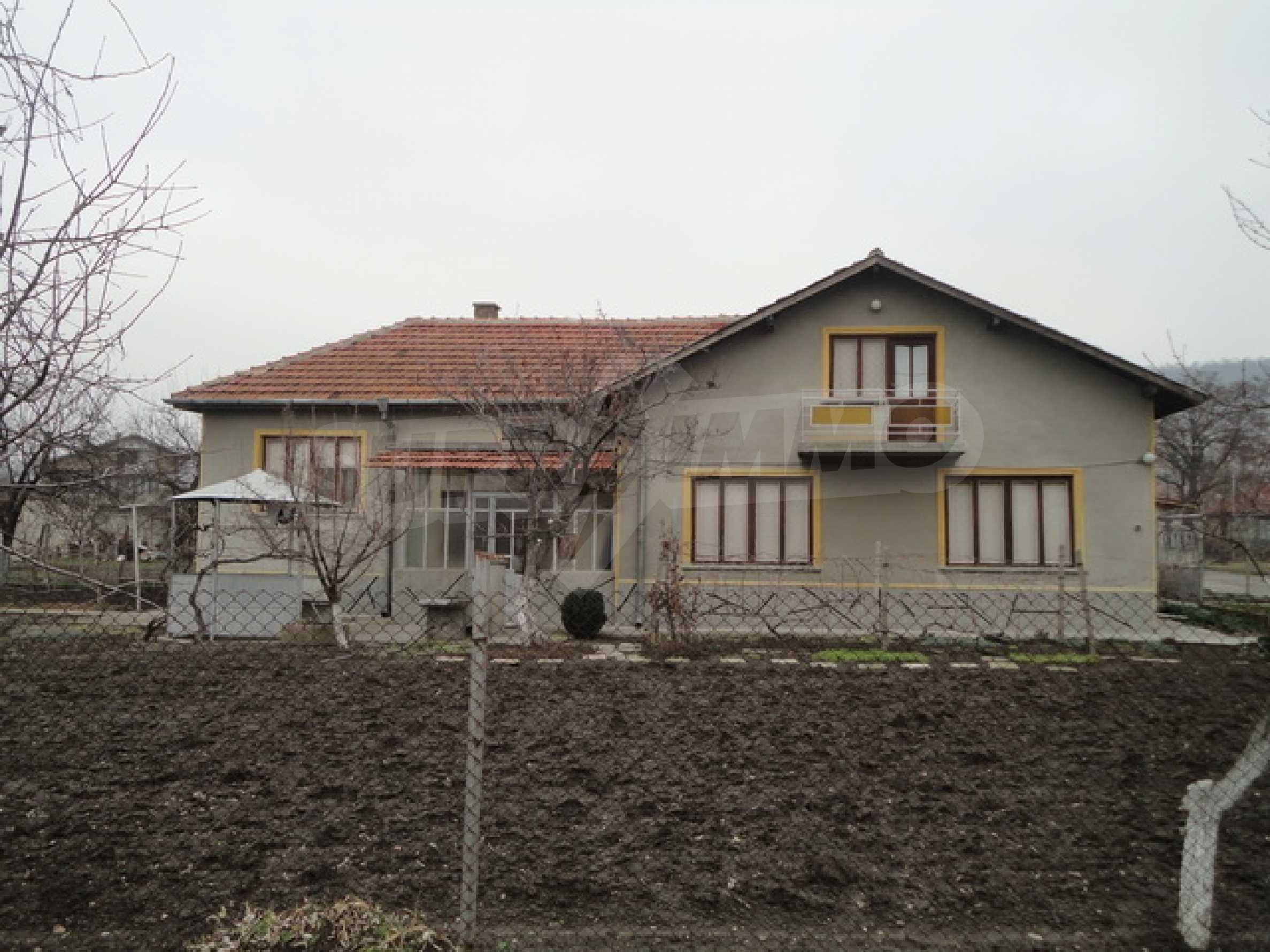 Ухоженный дом в городе Суворово