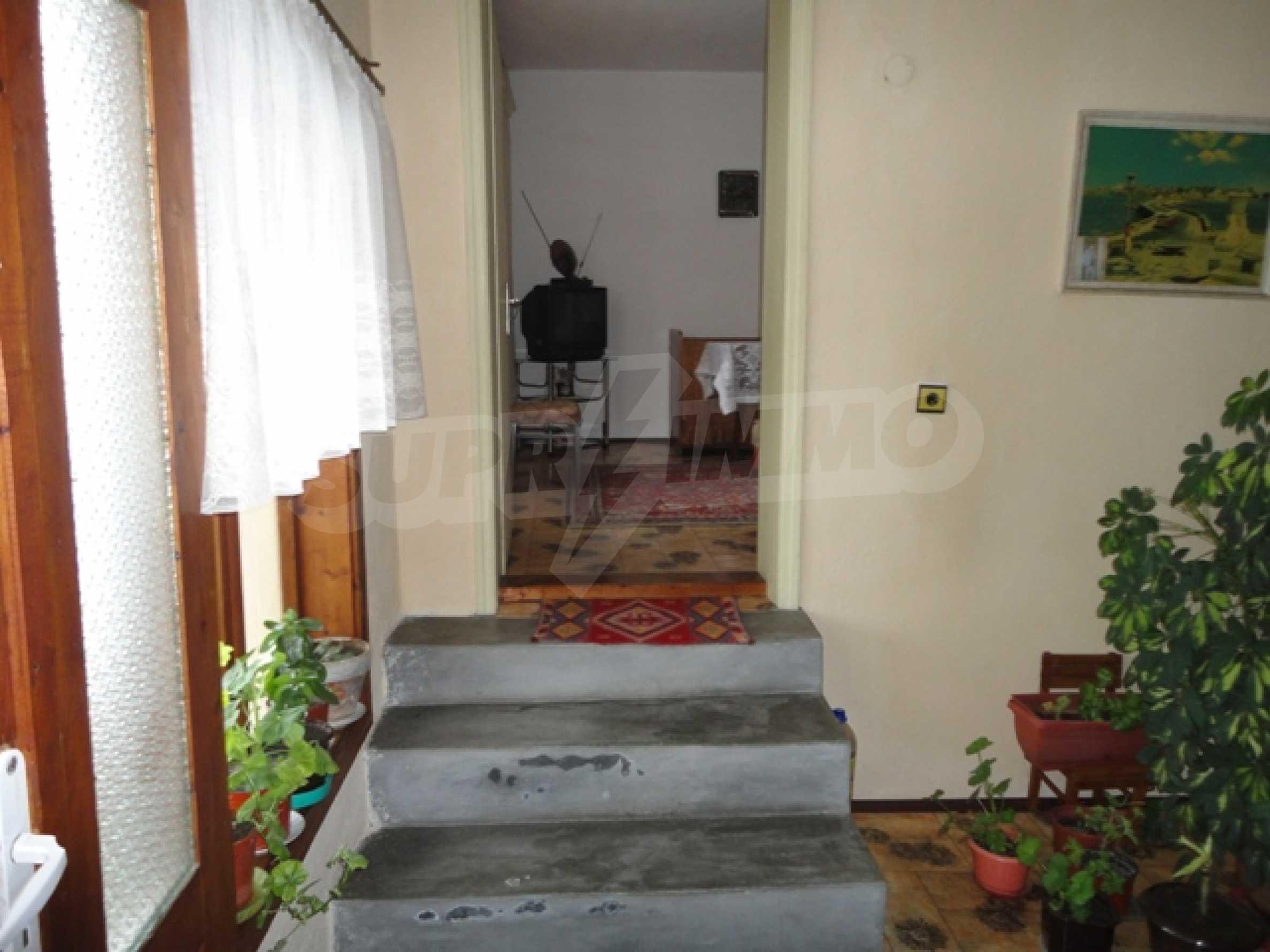 Ухоженный дом в городе Суворово 11