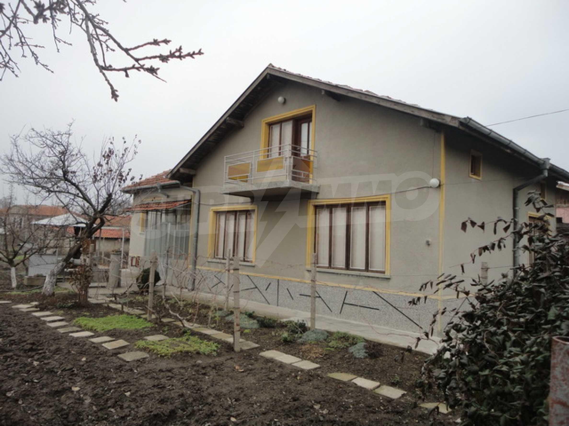 Ухоженный дом в городе Суворово 1