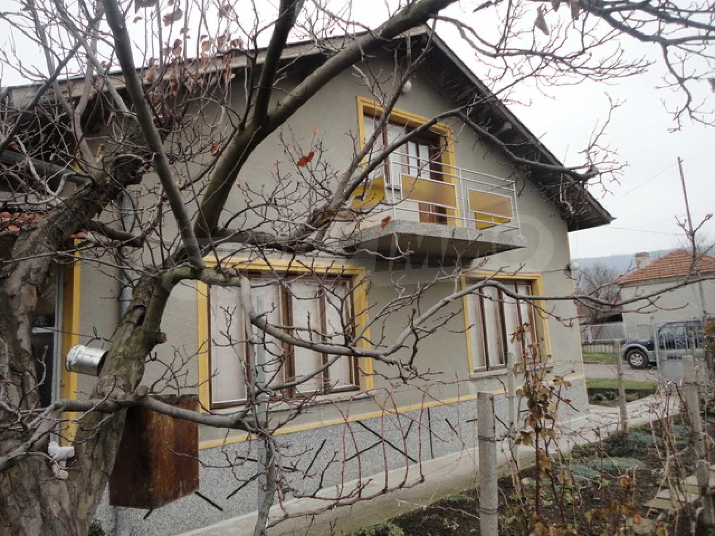 Ухоженный дом в городе Суворово 2