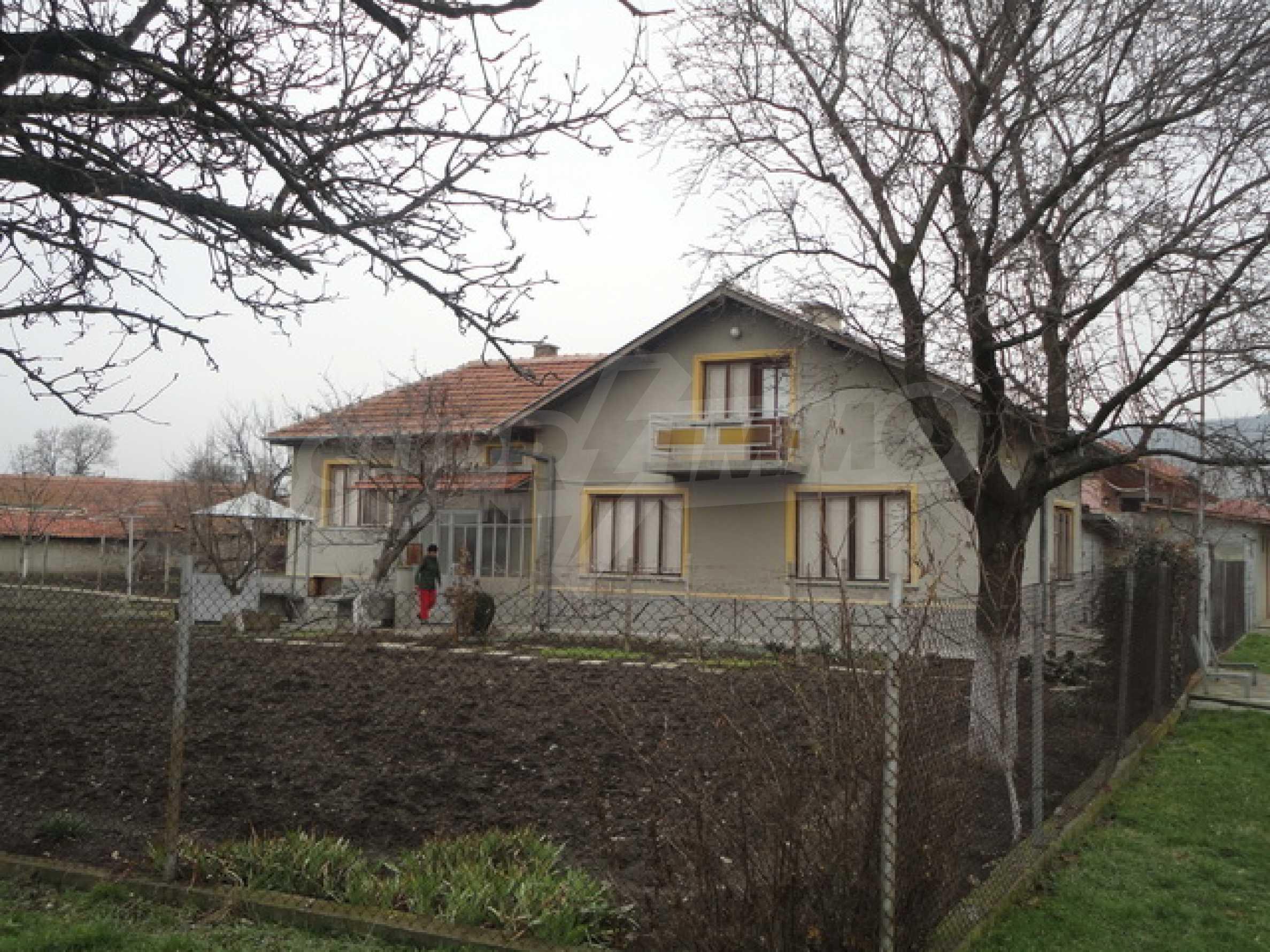 Ухоженный дом в городе Суворово 5