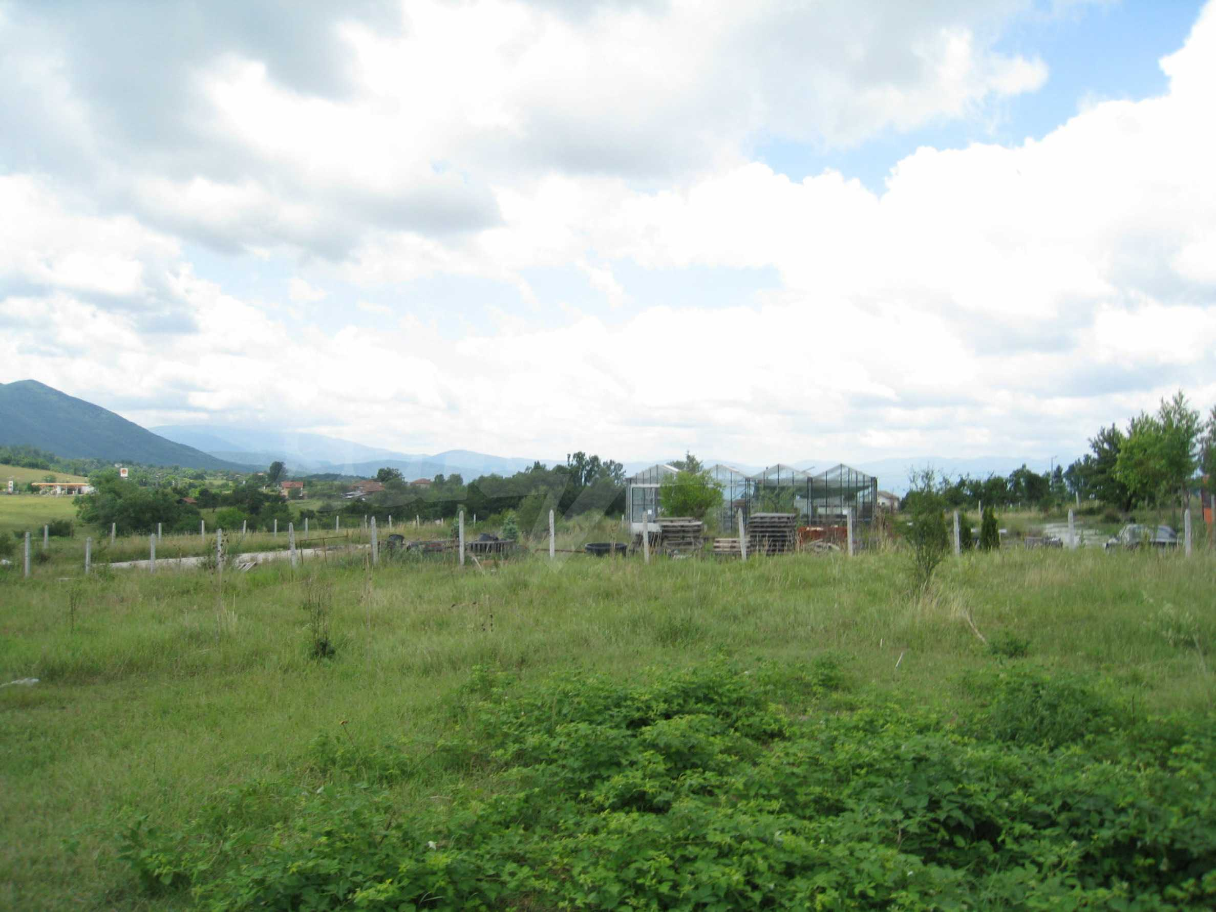 Investment land near the golf course in Pravets 9