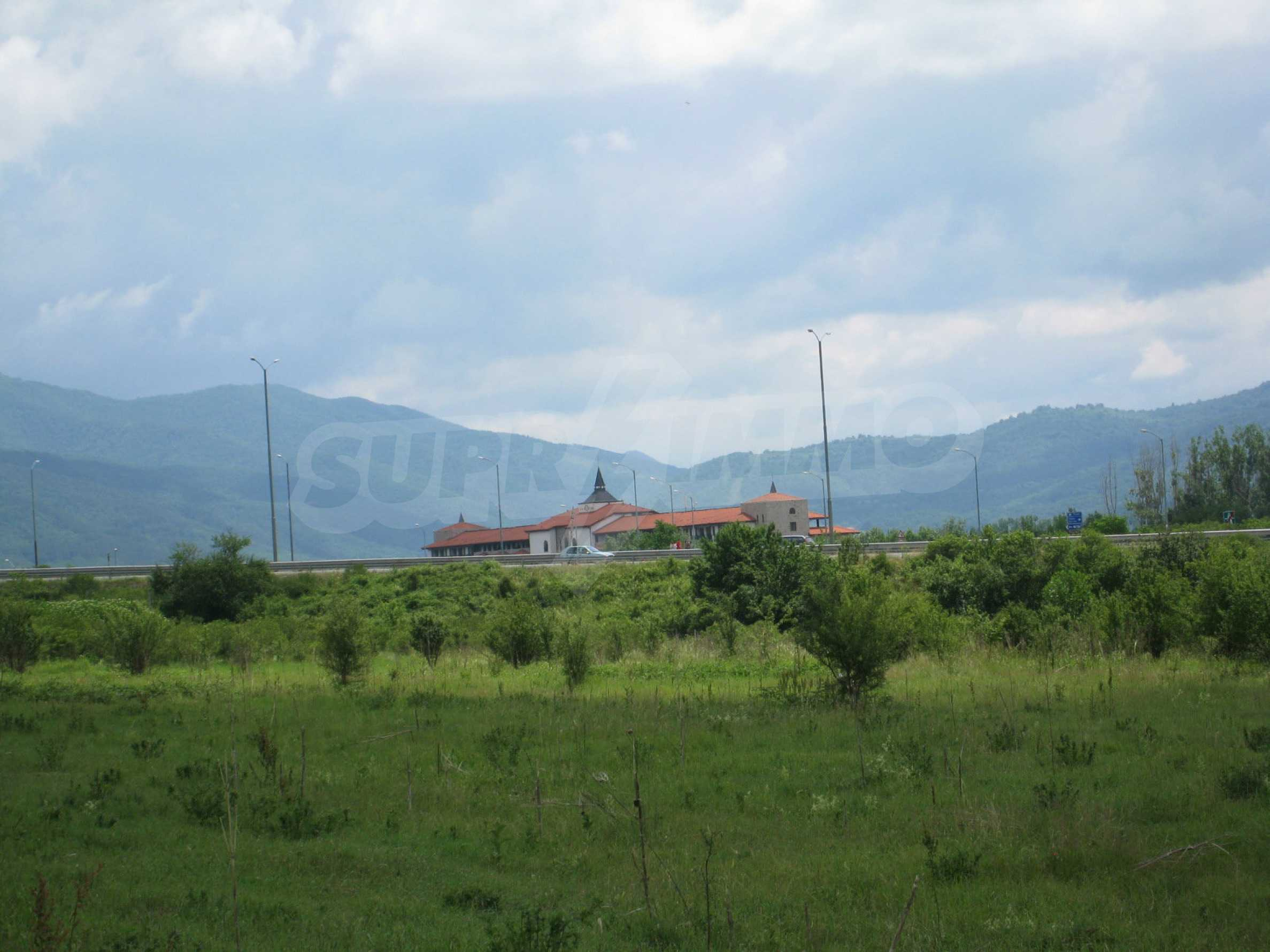 Investment land near the golf course in Pravets 14