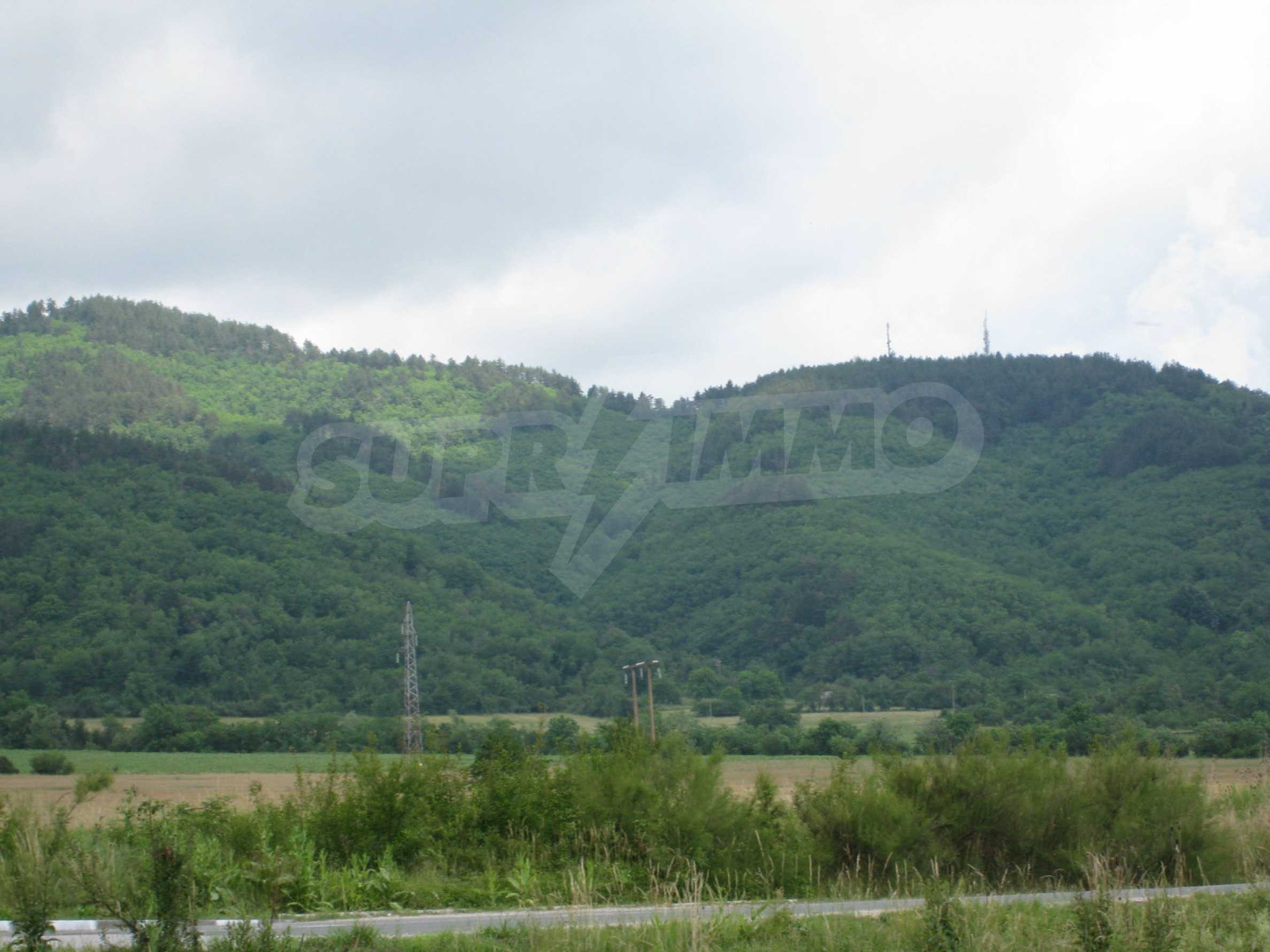 Investment land near the golf course in Pravets 16