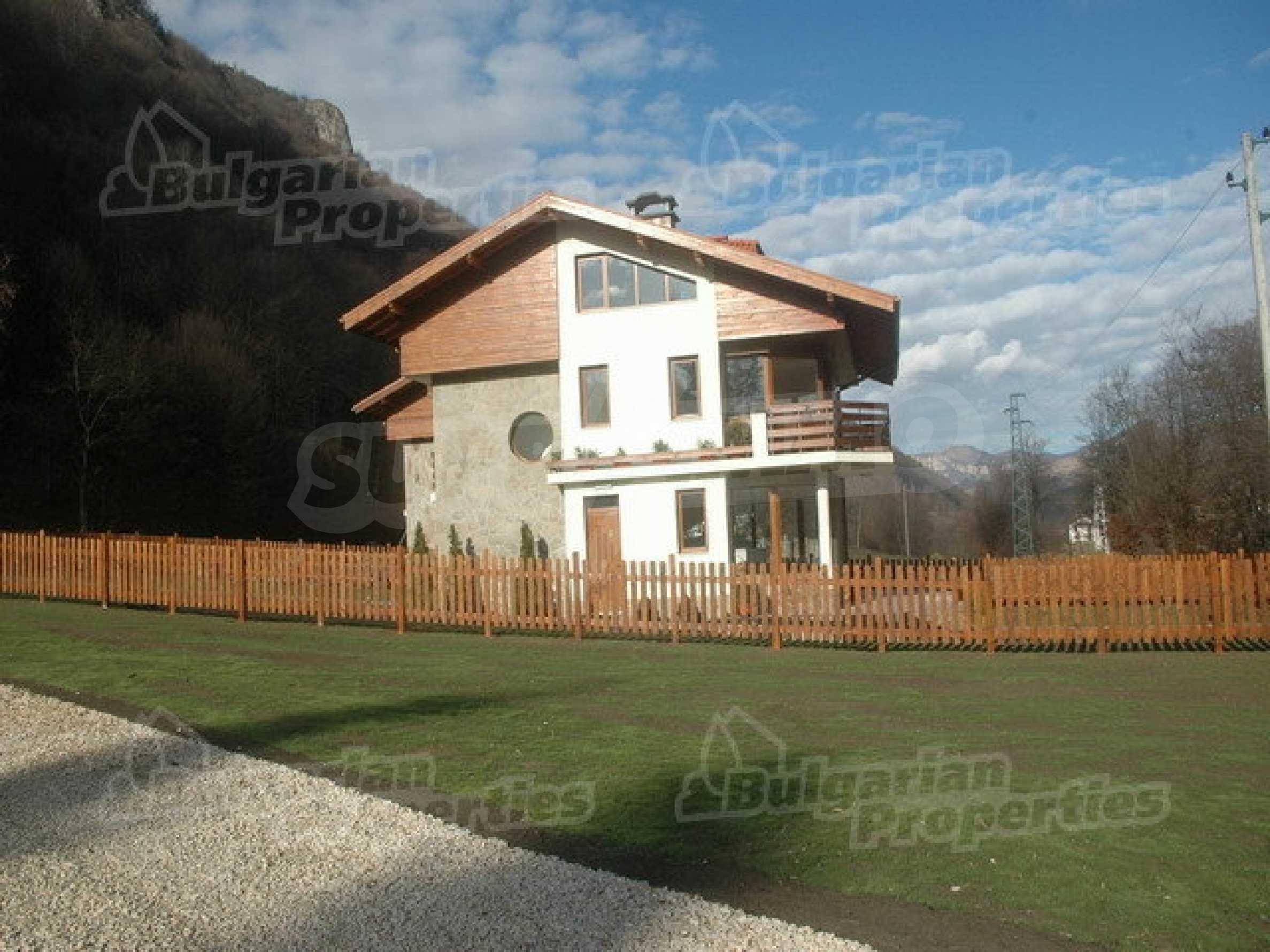 Neugebaute dreistöckige Villa in Ribaritsa
