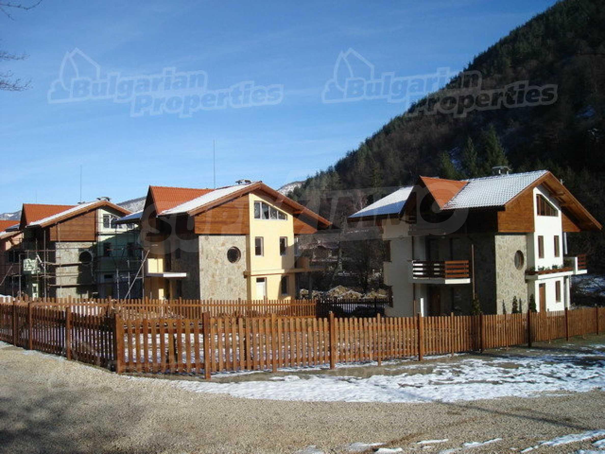 Neugebaute dreistöckige Villa in Ribaritsa 11