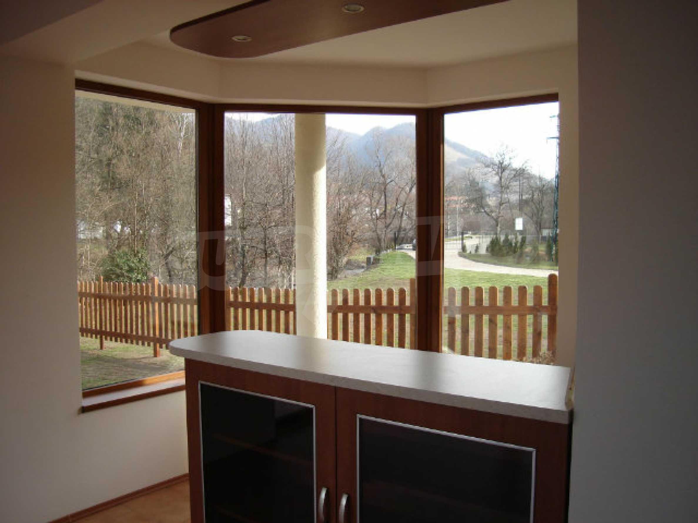 Neugebaute dreistöckige Villa in Ribaritsa 15