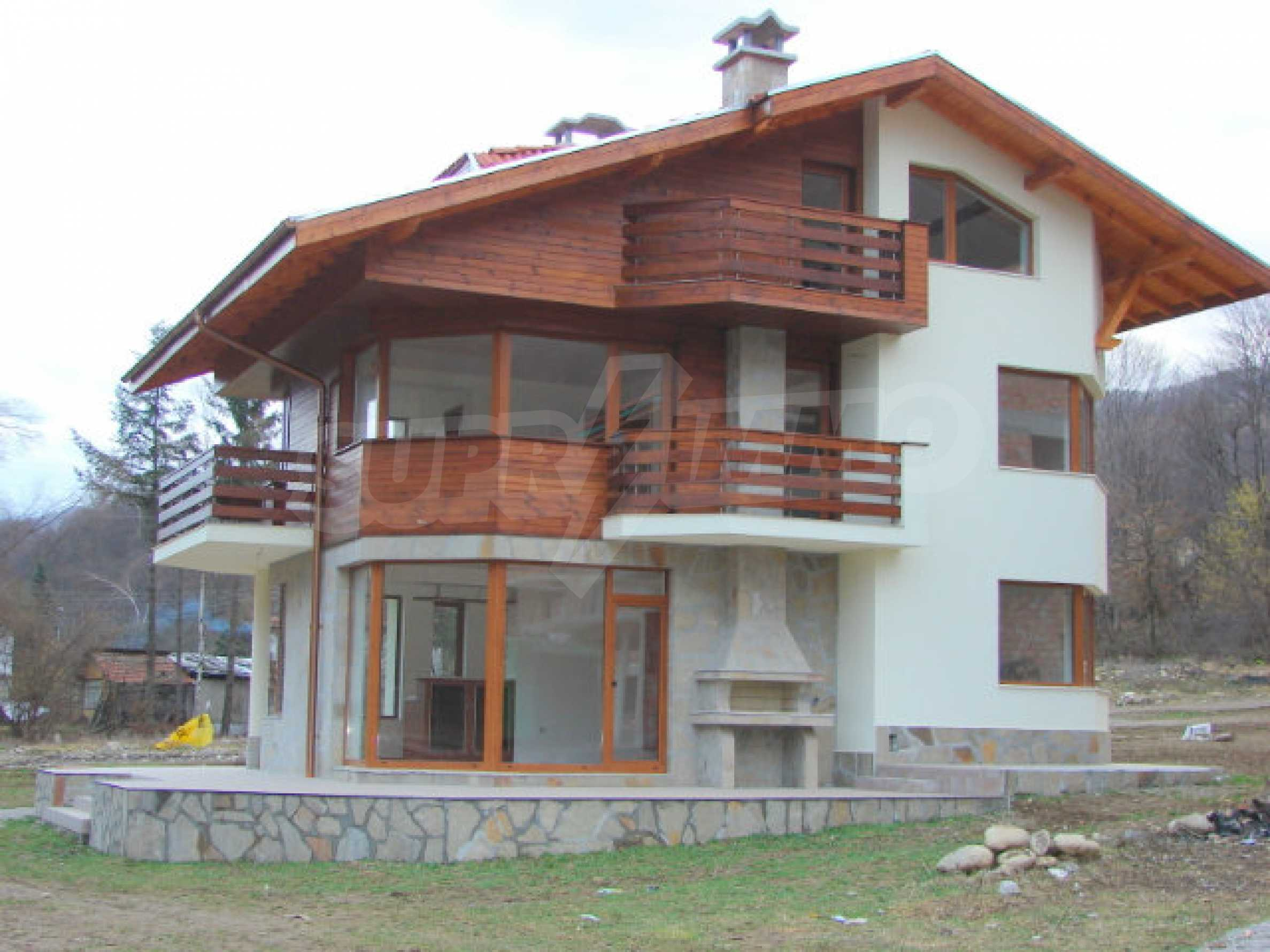Neugebaute dreistöckige Villa in Ribaritsa 18